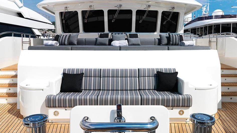 storm-motor-yacht-cantiere-dell-marche-darwin-107-2015-33m-bell
