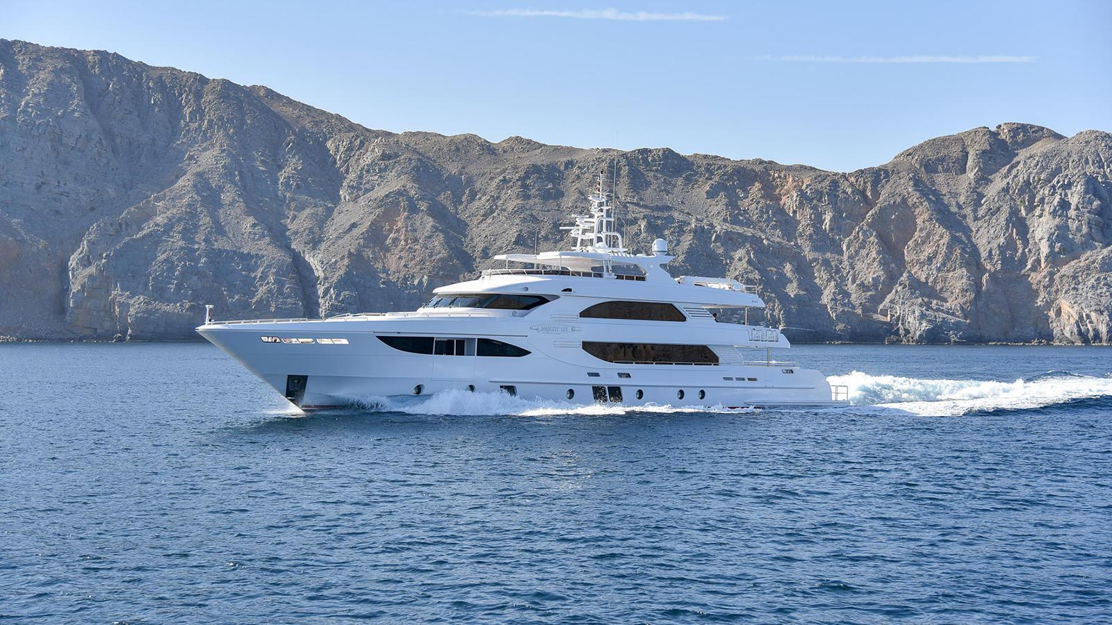 nashwan-motor-yacht-gulfcraft-majesty-135-2016-41m-cruising