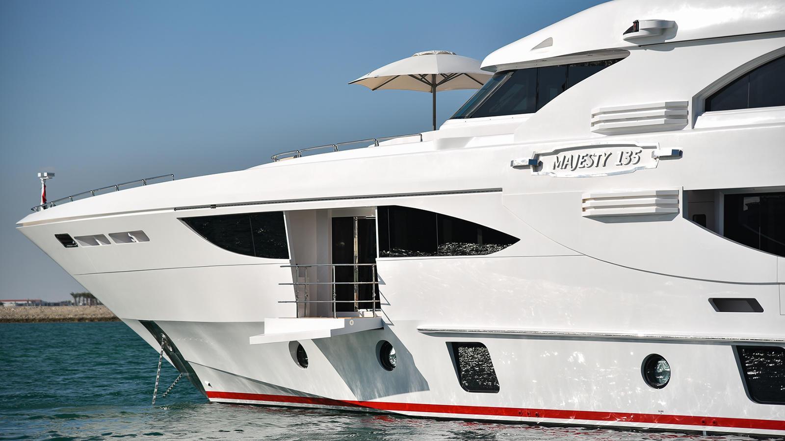 nashwan-motor-yacht-gulfcraft-majesty-135-2016-41m-master-balcony