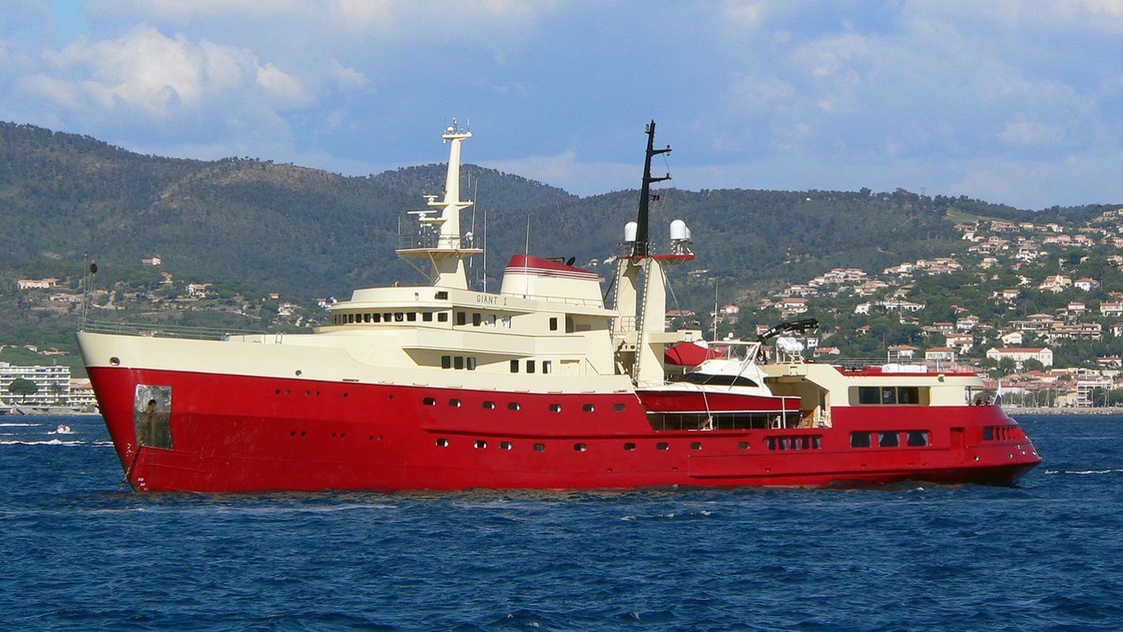 legend-motor-yacht-ihc-verschure-1974-77m-before-refit