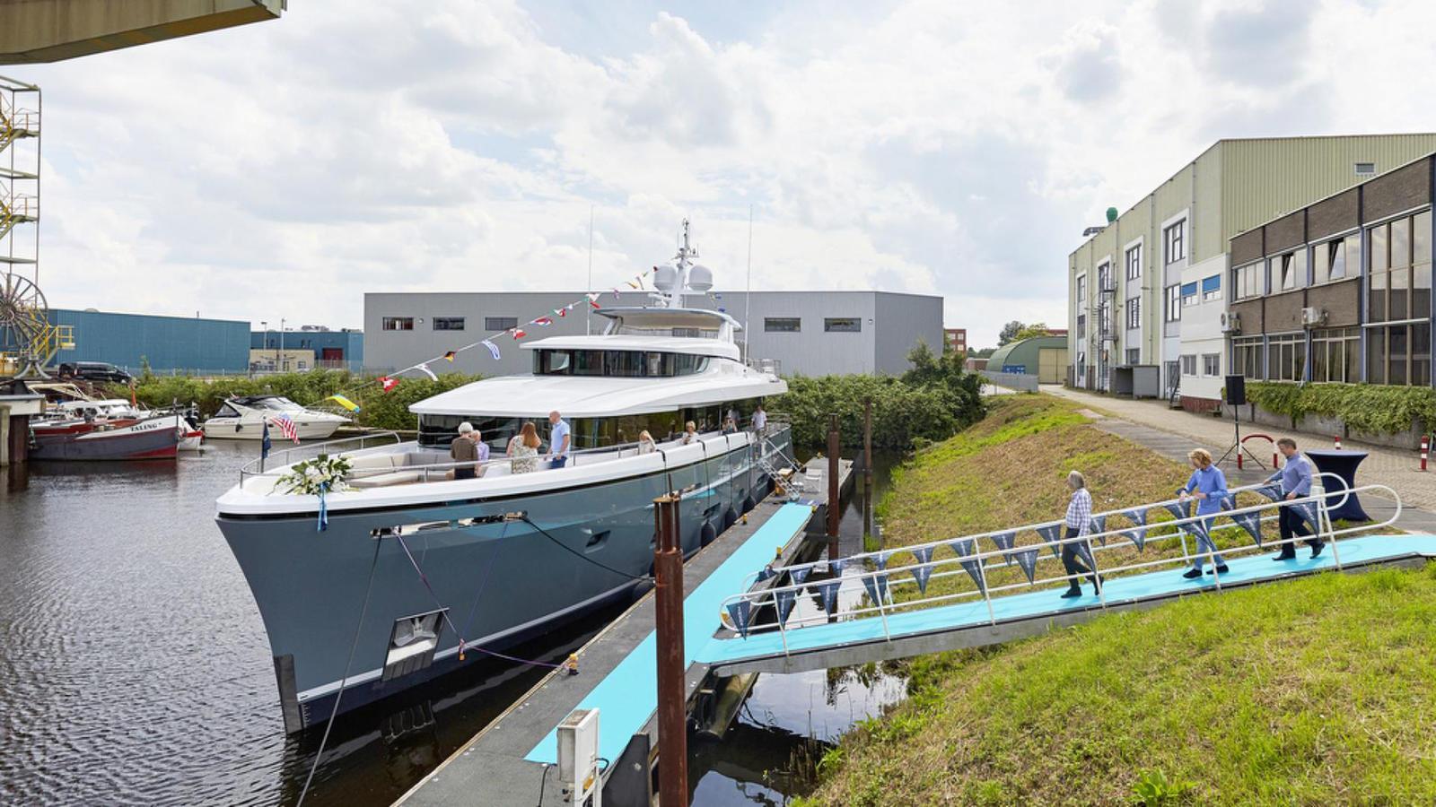 bijoux-motor-yacht-moonen-matica-2016-30m-moored