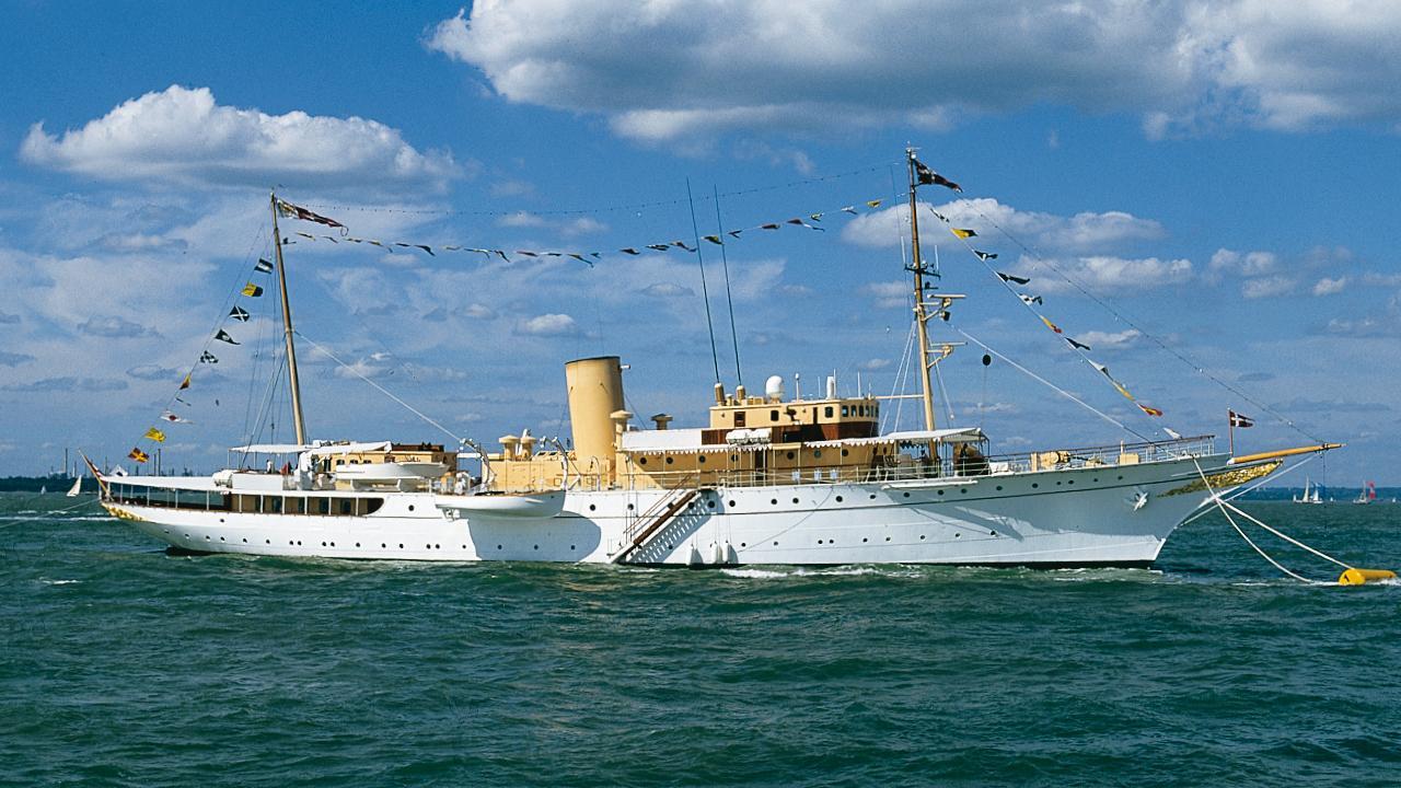 dannebrog-motor-yacht-danish-royal-dockyard-1931-83m-profile