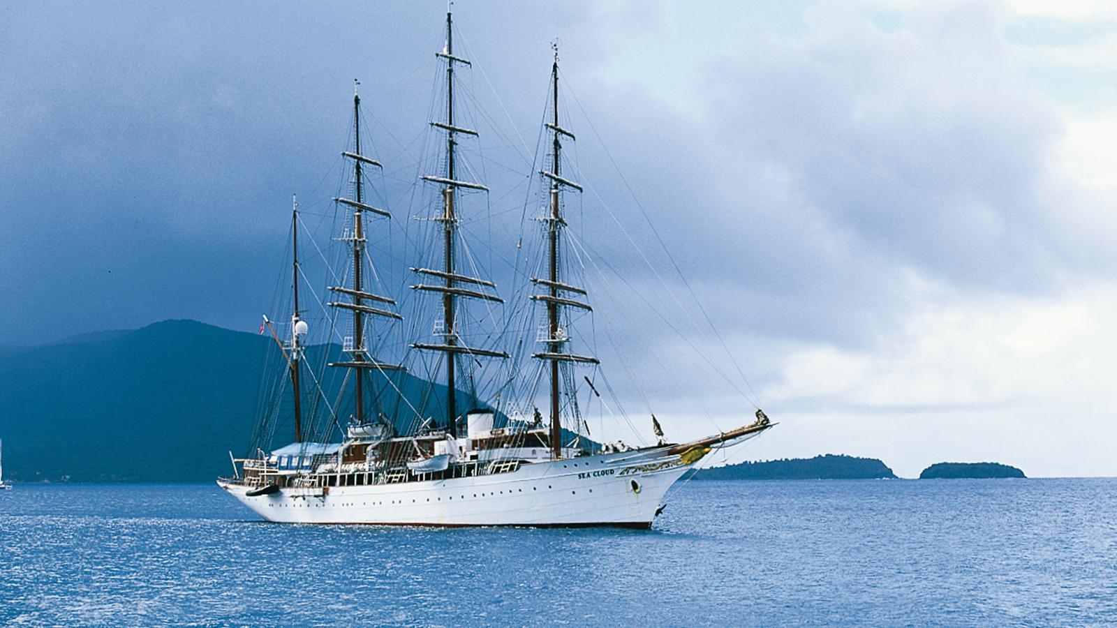 sea-cloud-sailing-yacht-krupp-1931-109m-anchored