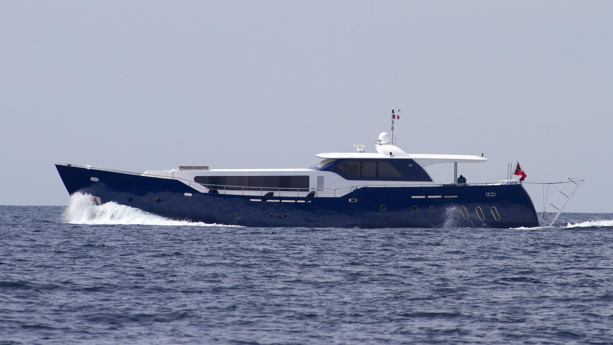 ad5-motoryacht-agantur-32m-2011-running-profile