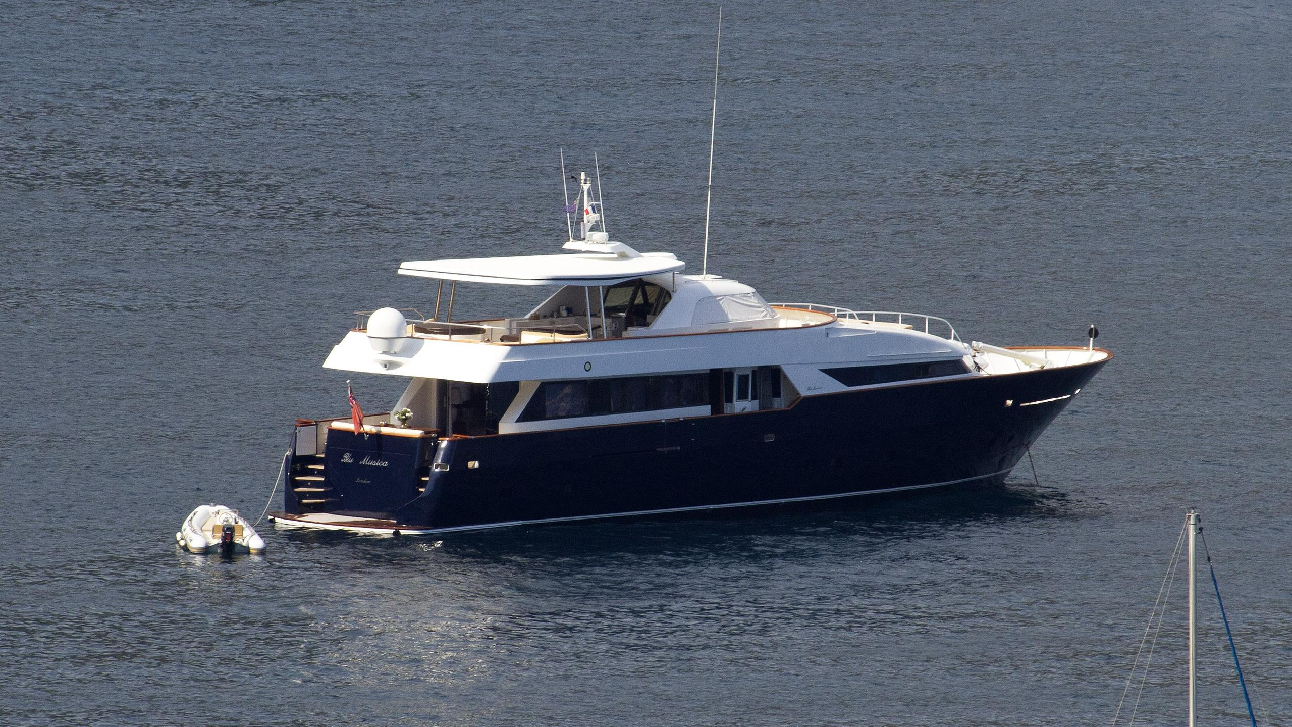 blu musica motoryacht cnsm 30m 1999 half stern