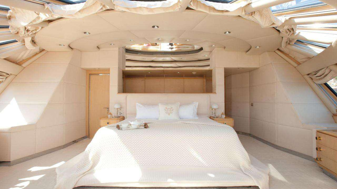 azzurra-ii-motor-yacht-crn-1988-48m-main-suite