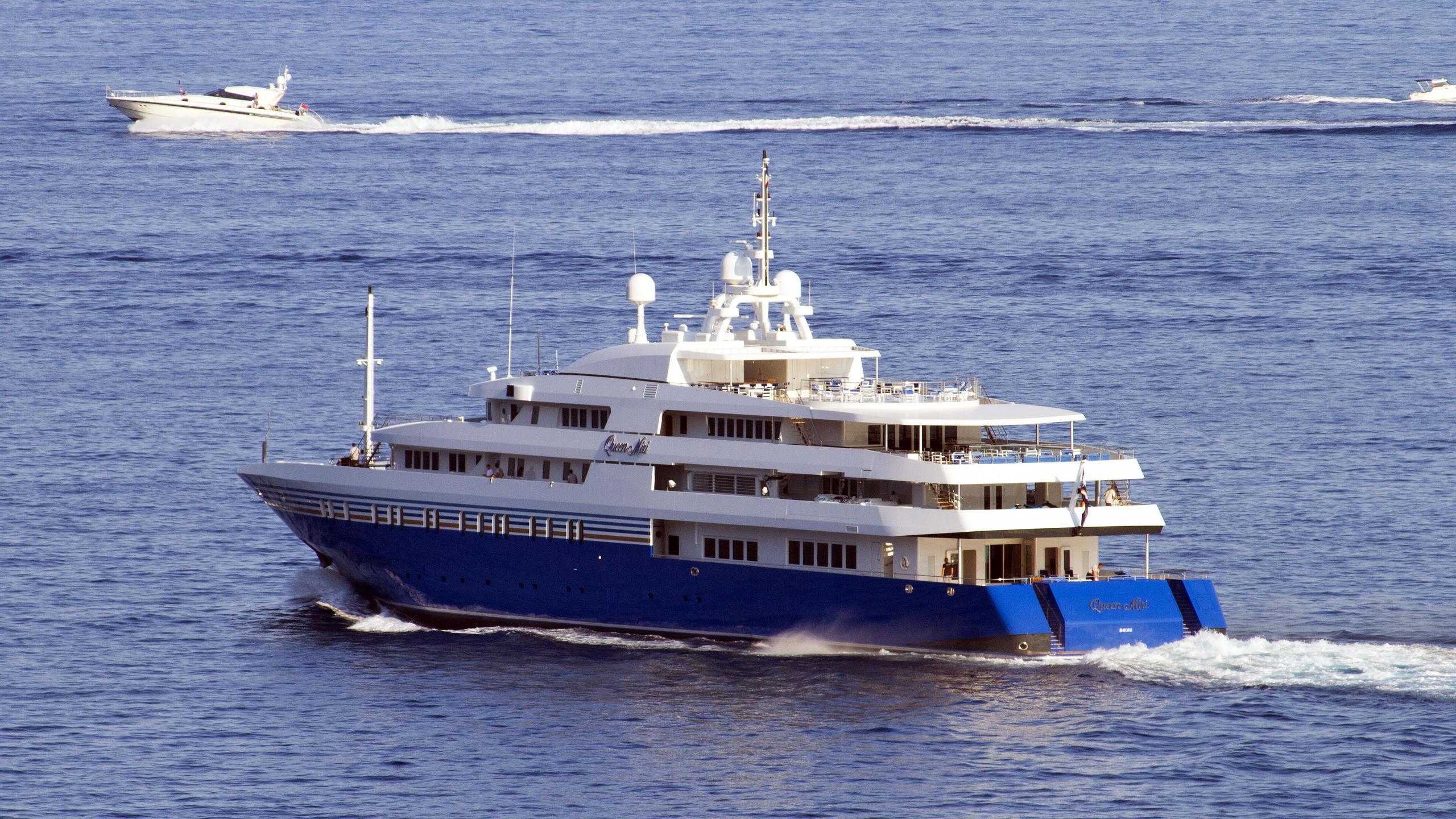 queen-miri-motor-yacht-neorion-2004-91m-running-half-stern