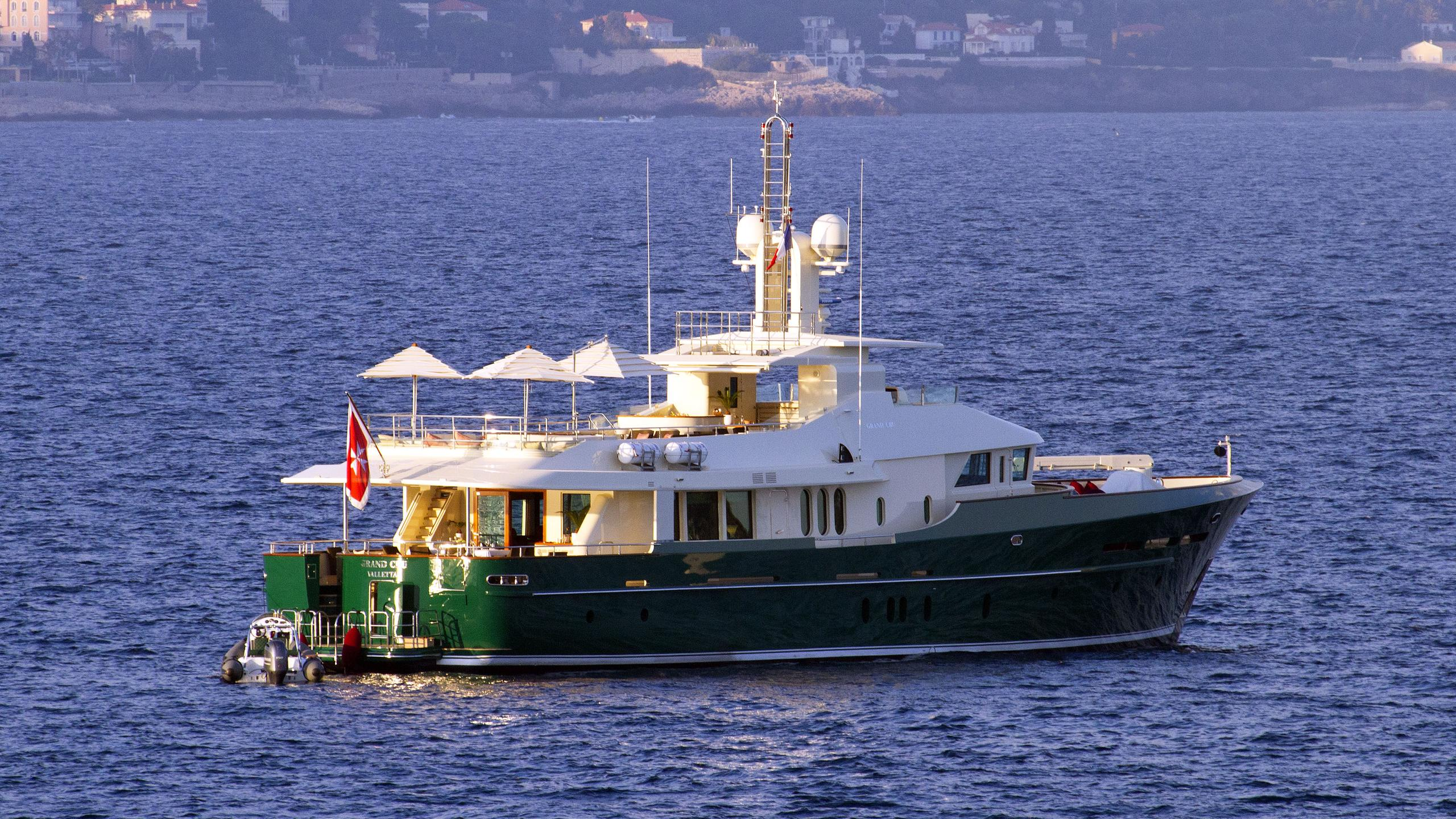 beverley grand cru iii motoryacht benetti sd 115 2009 37m half stern