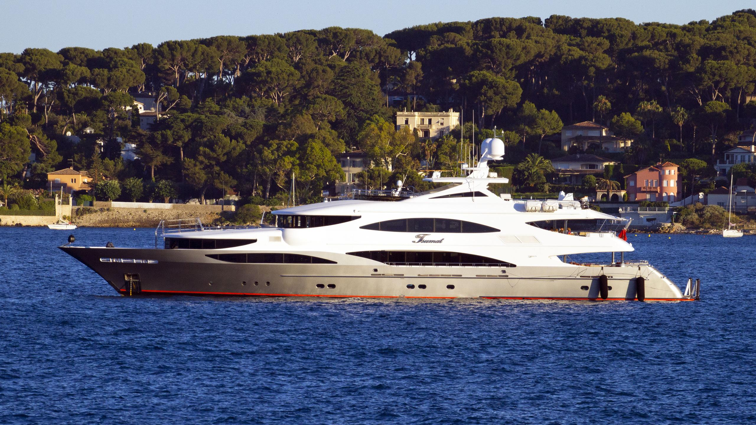 TSUMAT-motor-yacht-trinity-164-2012-50m-profile-anchored