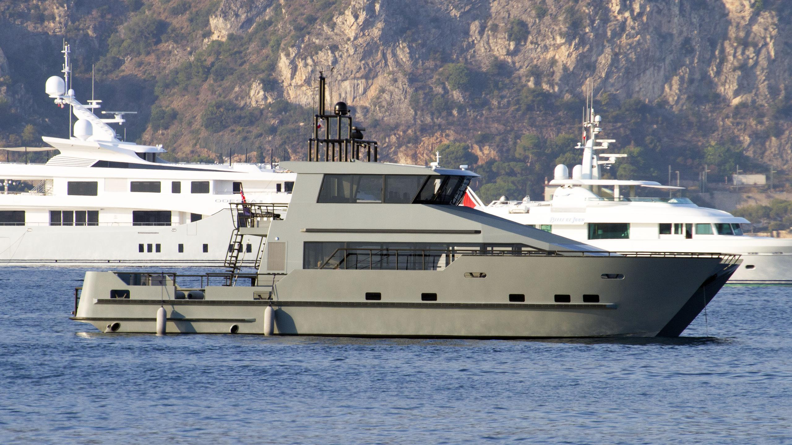 andromeda-ulysses-explorer-yacht-kleven-2015-107m-main-tender