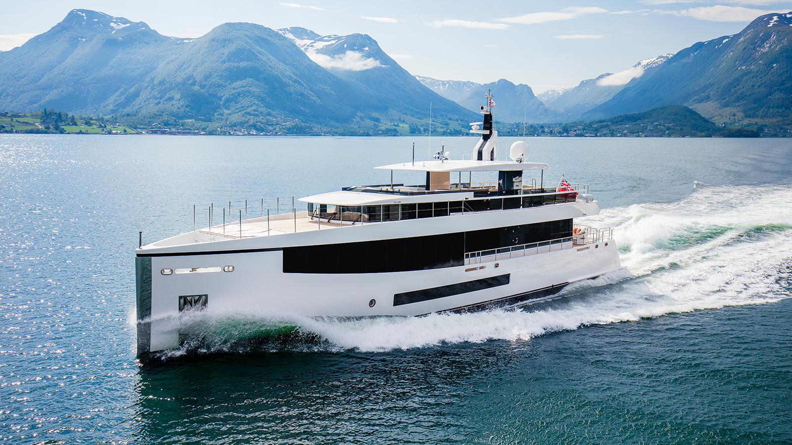 Kamino-super-yacht-feadship-2016-34-metres-running