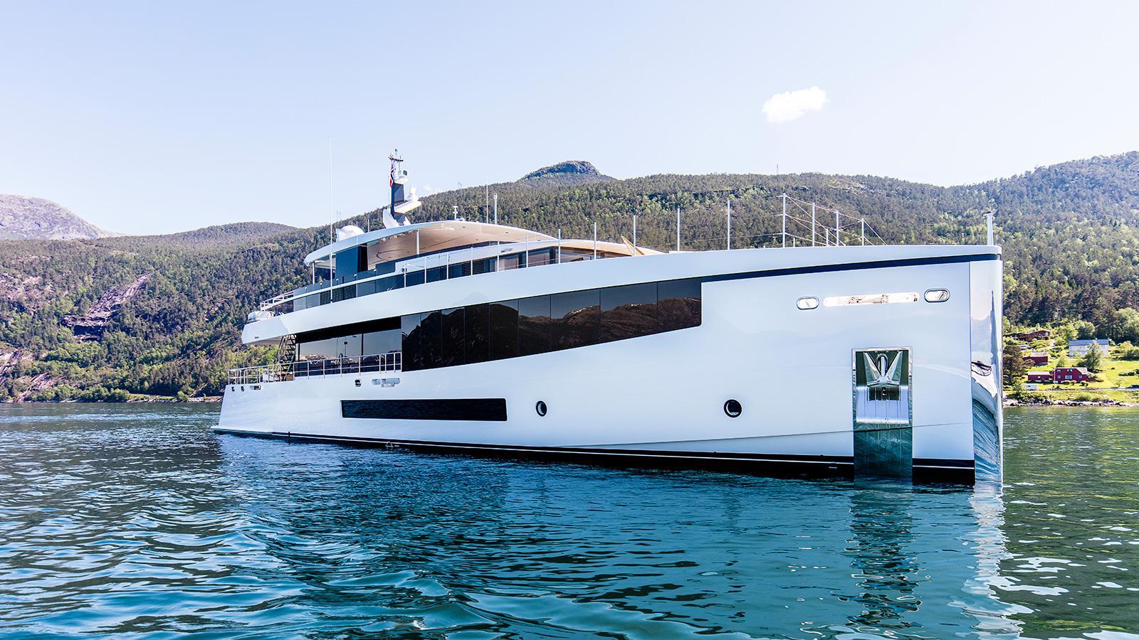 Kamino-super-yacht-feadship-2016-34-metres-bow