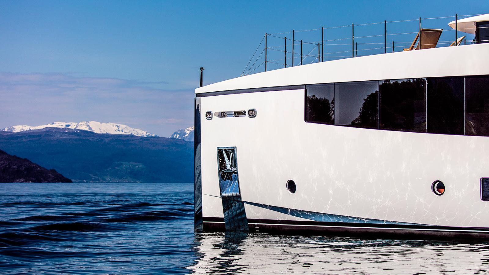 Kamino-super-yacht-feadship-2016-34-metres-prow