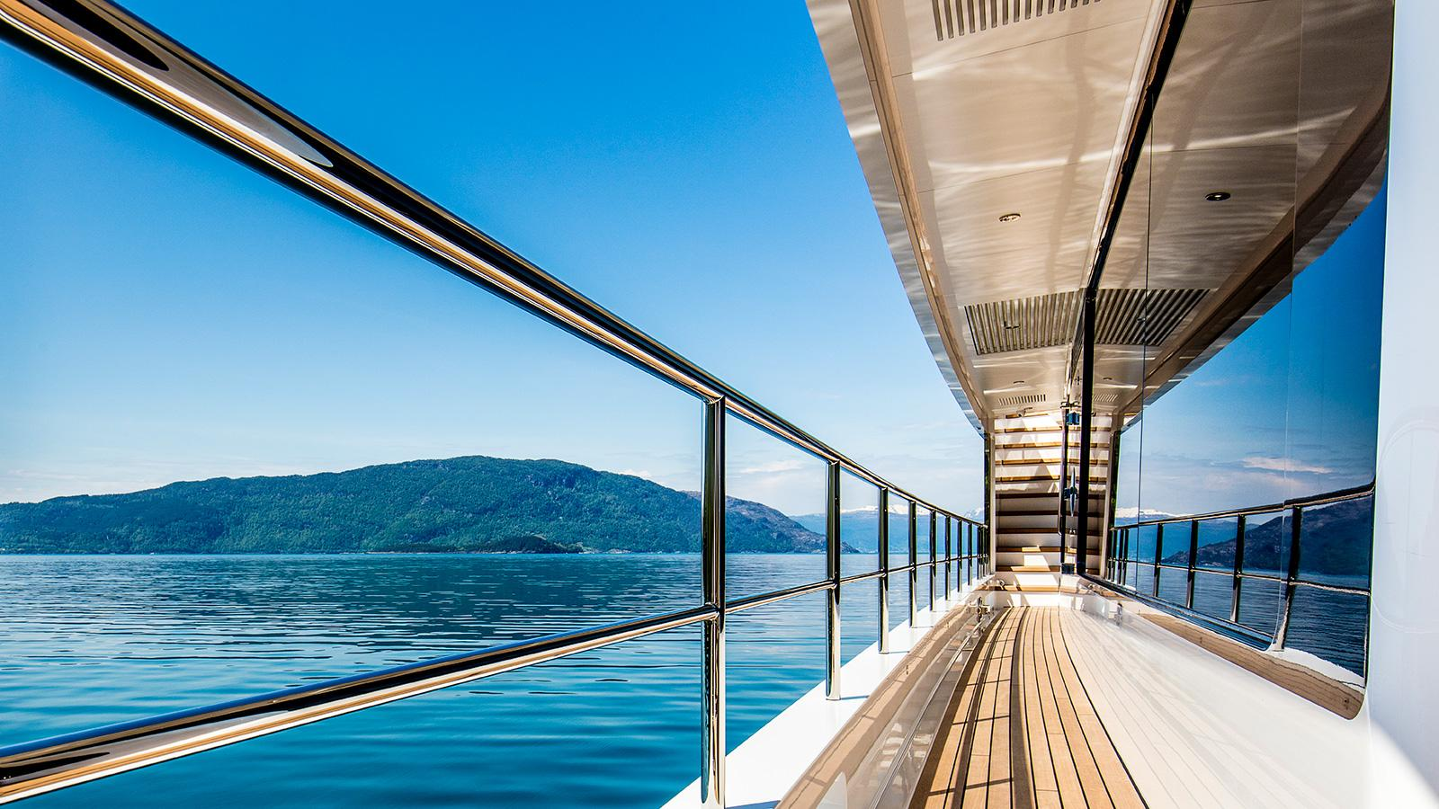 Kamino-super-yacht-feadship-2016-34-metres-side-decks