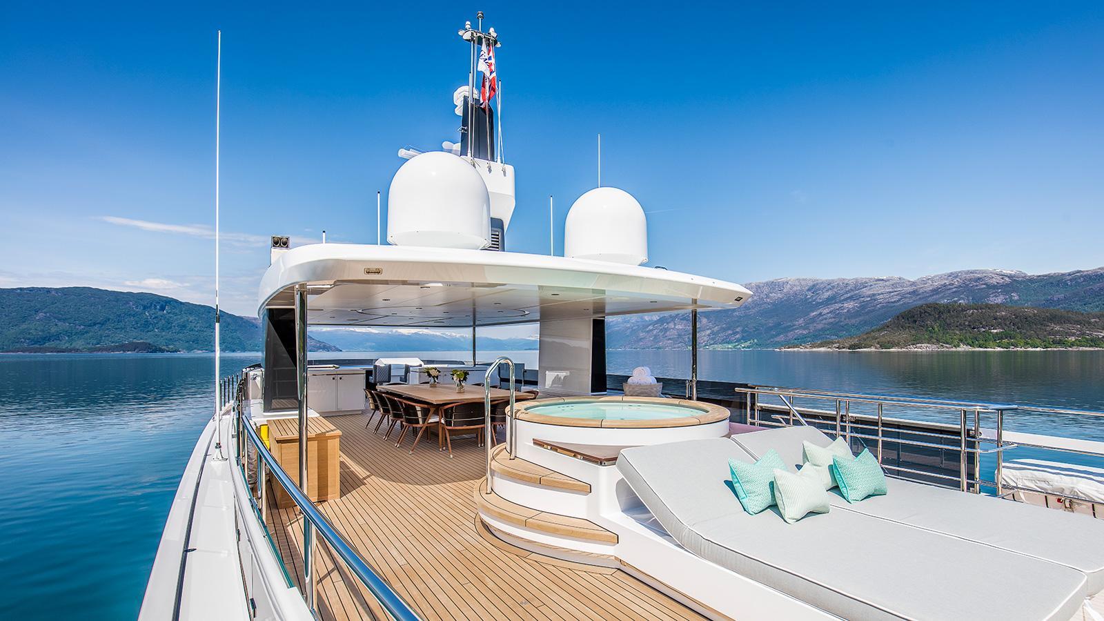 Kamino-super-yacht-feadship-2016-34-metres-upper-deck