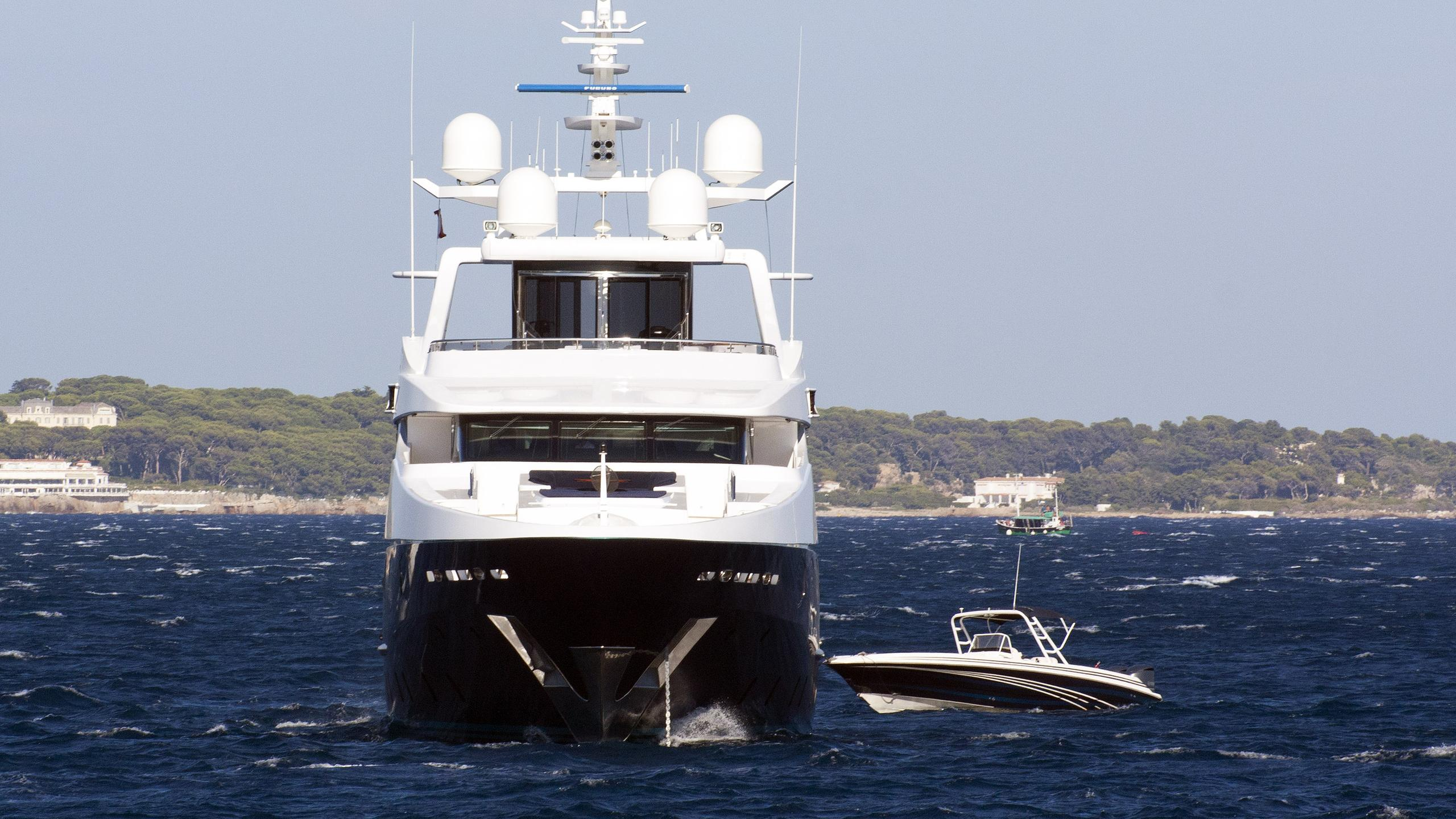 eleni alibi motoryacht cbi navi 2005 51m bow