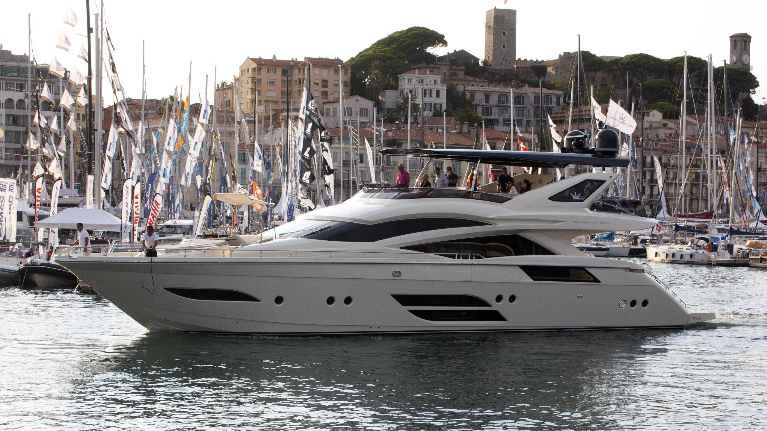 dolly motoryacht dominator 2015 24m half profile