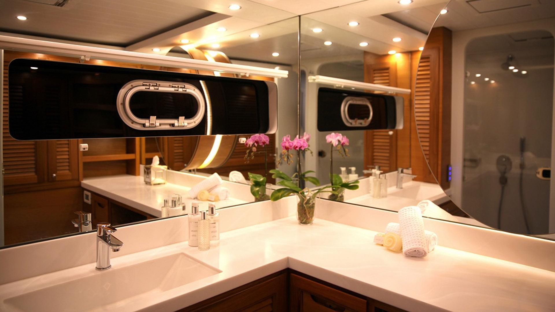 ultra vires catamaran motoryacht two oceans marine 2016 25m bath