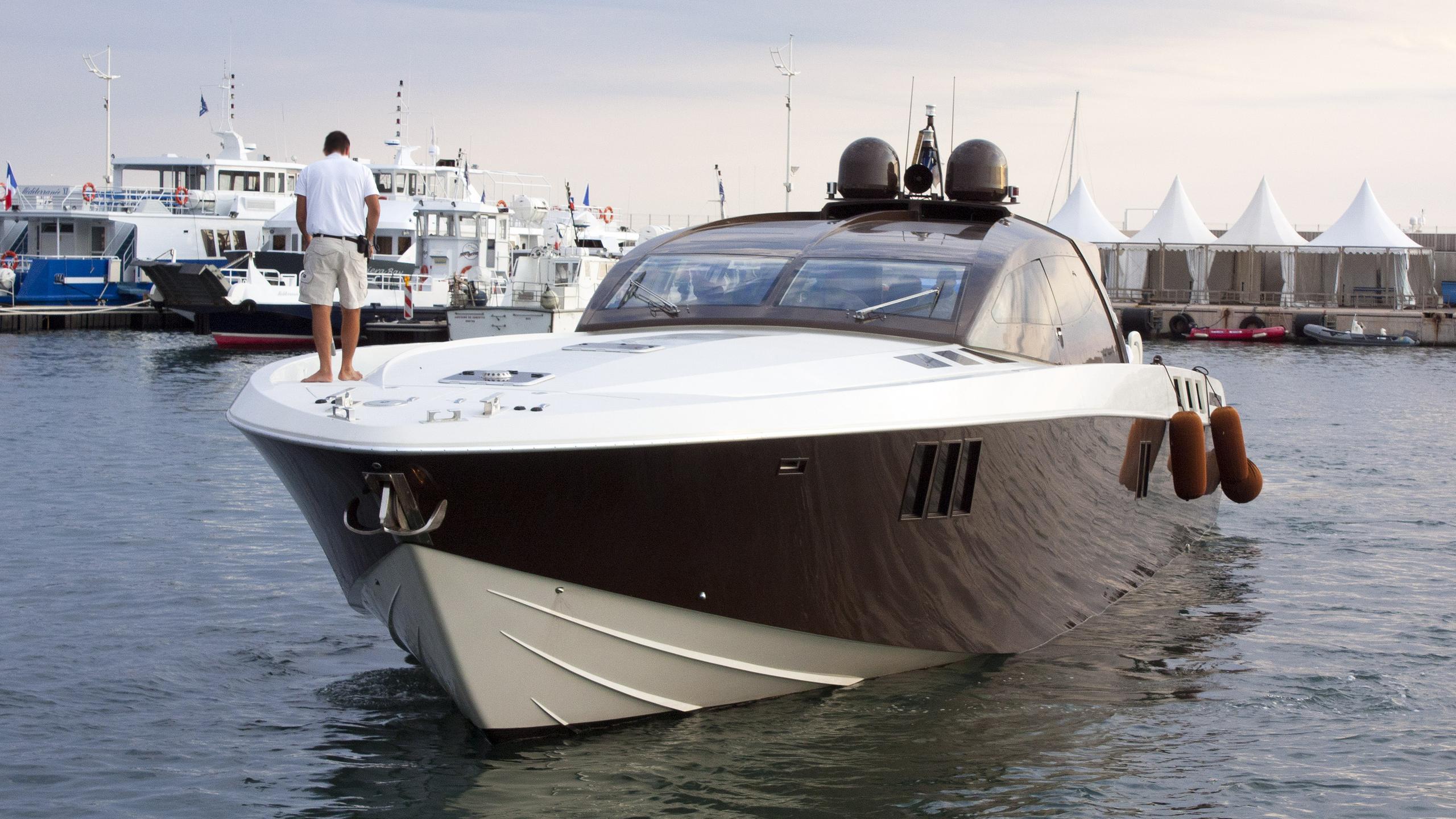 mr brown motoryacht otam 80 ht 04 2012 25m bow