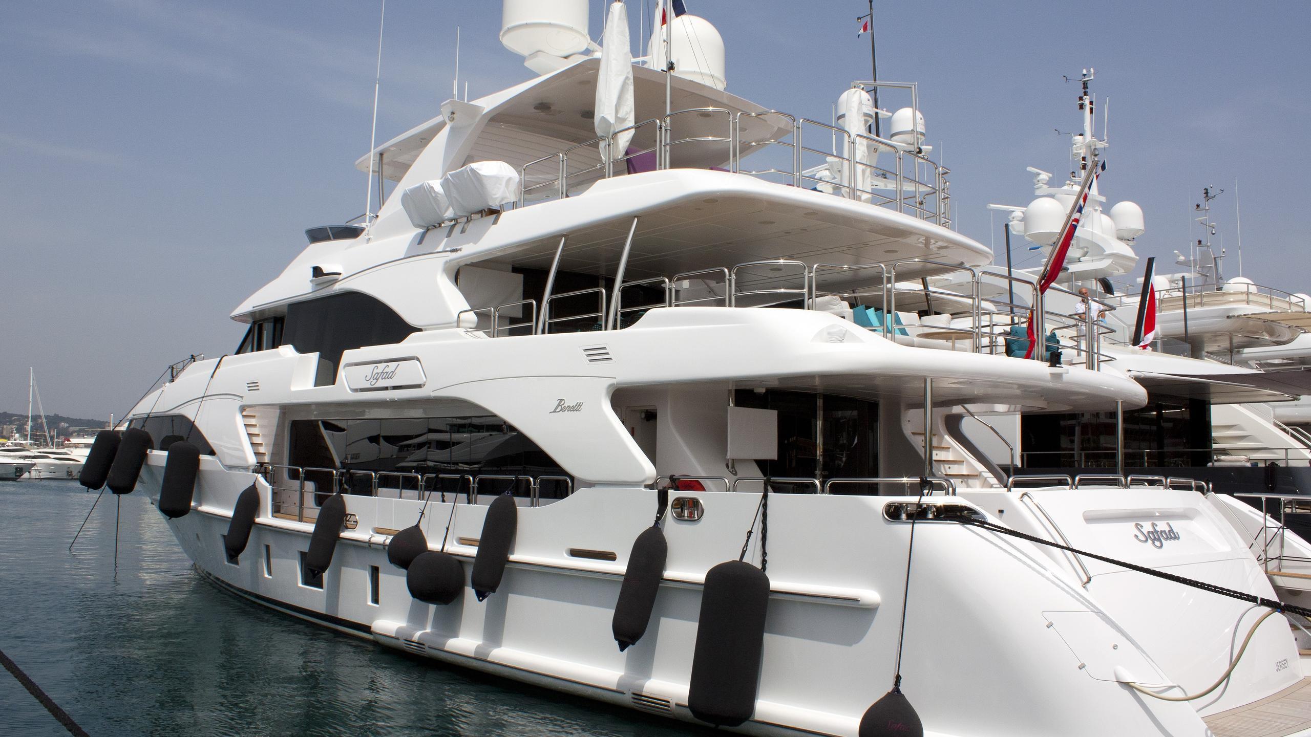 safad motoryacht benetti classic 2015 37m half stern