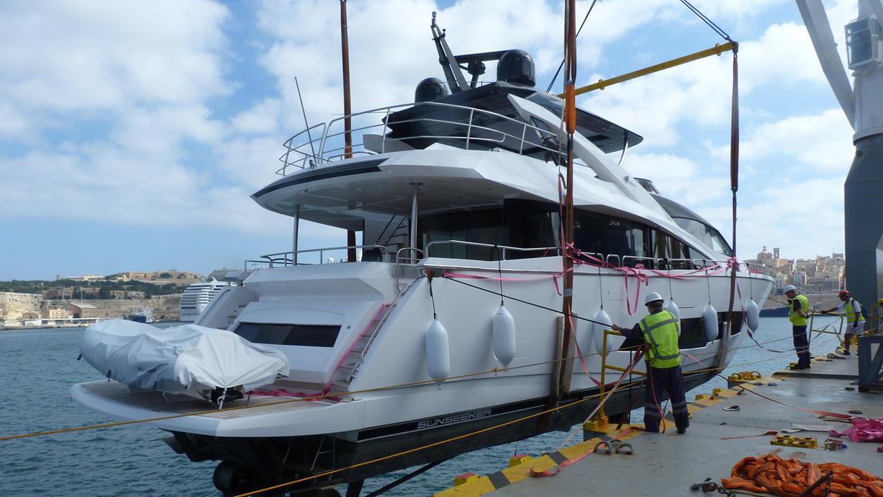 sam k motoryacht sunseeker 86 my 2016 26m half stern launch