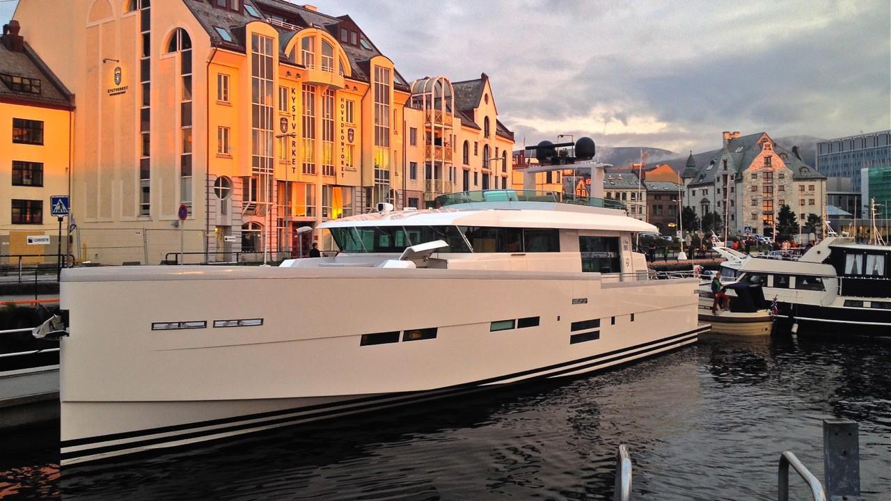 Delta carbon 88 yacht in port