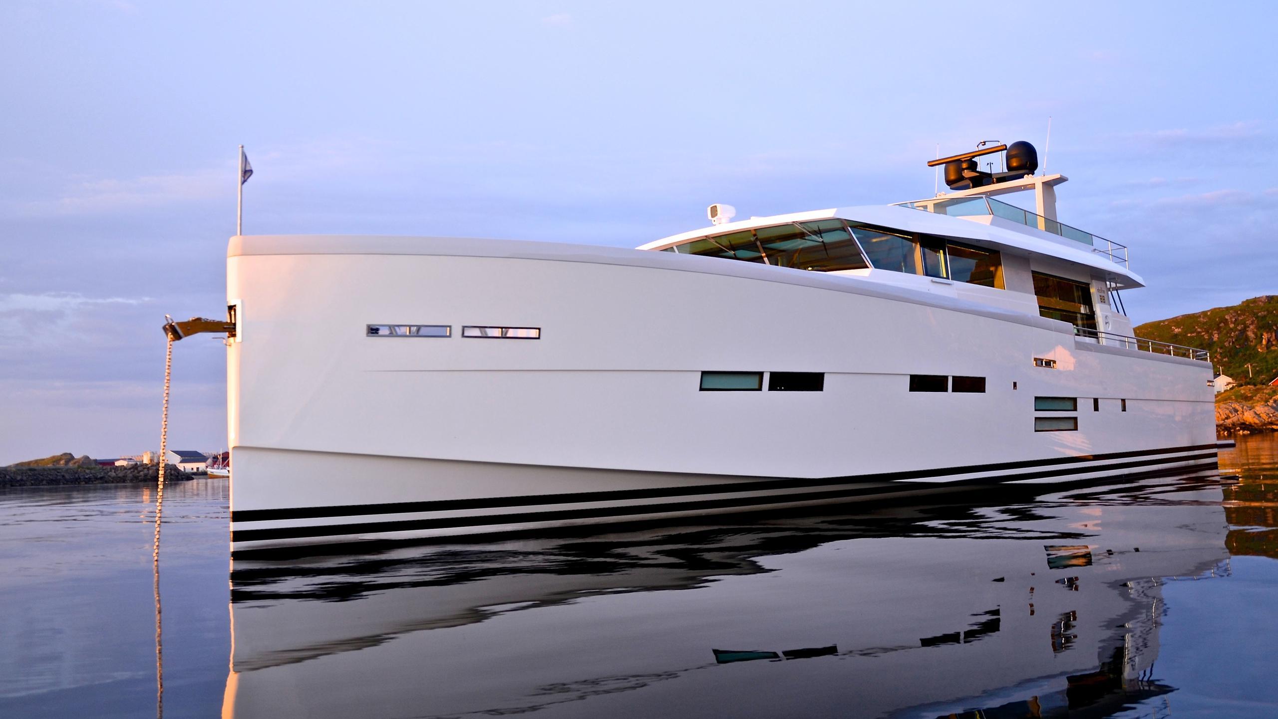 Delta carbon 88 yacht at anchor