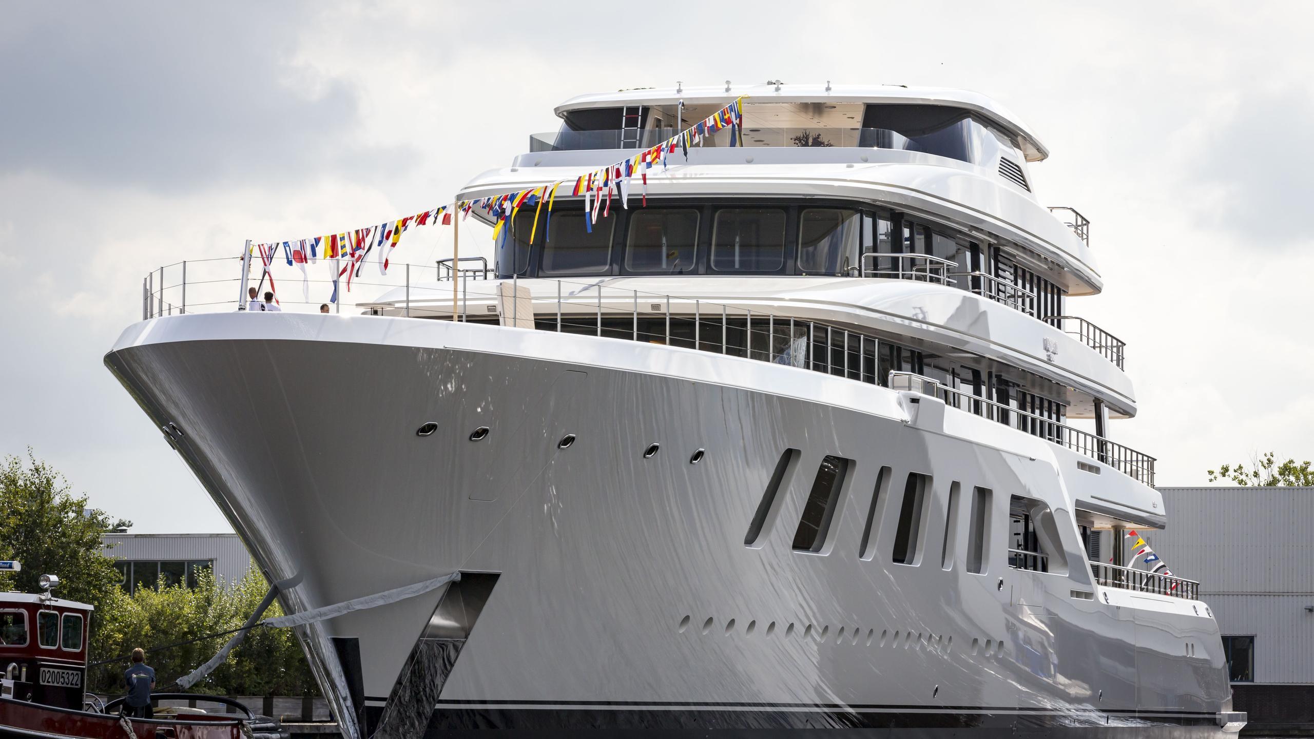 aquarius motoryacht feadship 2016 92m bow launch