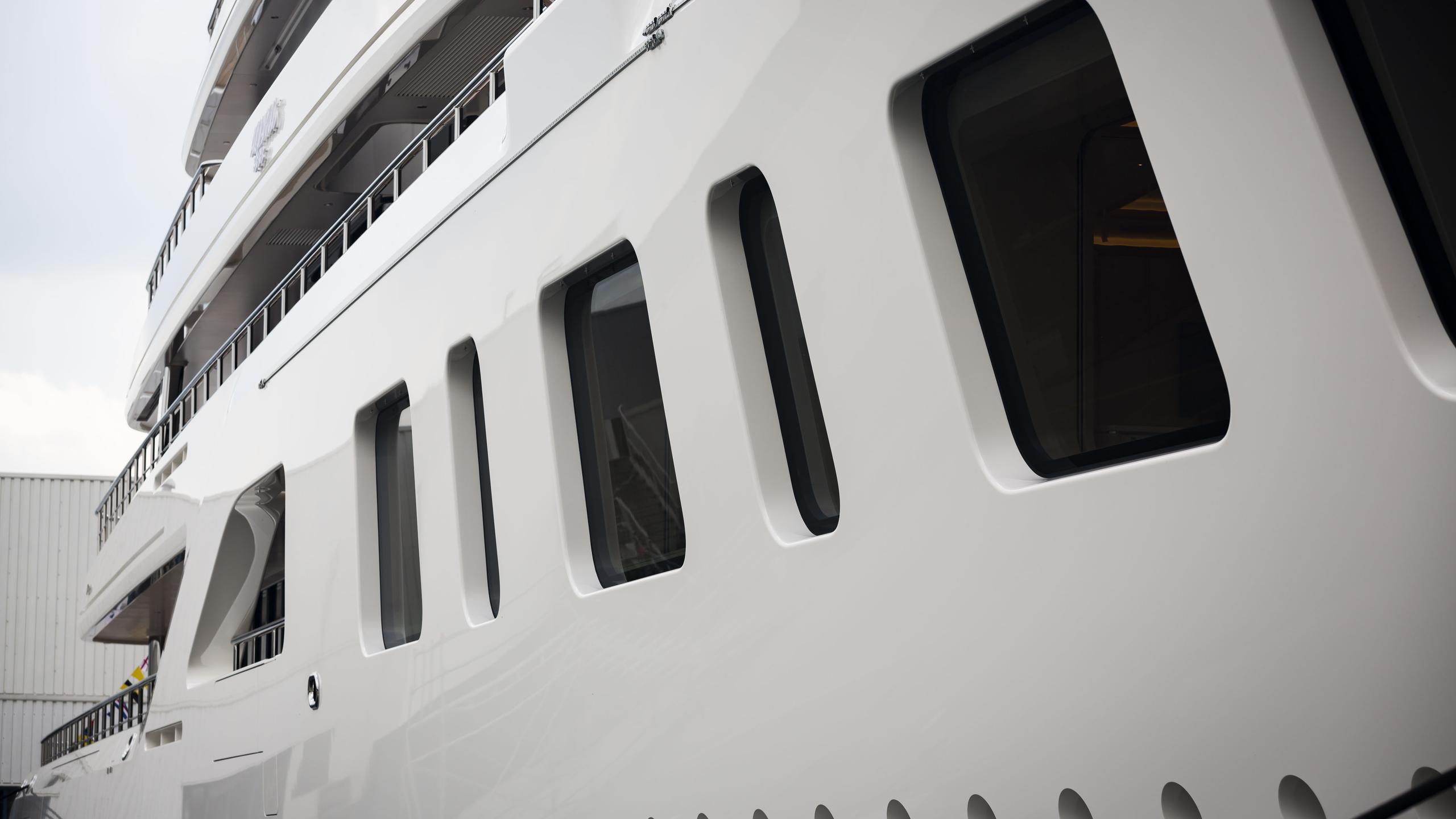 aquarius motoryacht feadship 2016 92m porthole details
