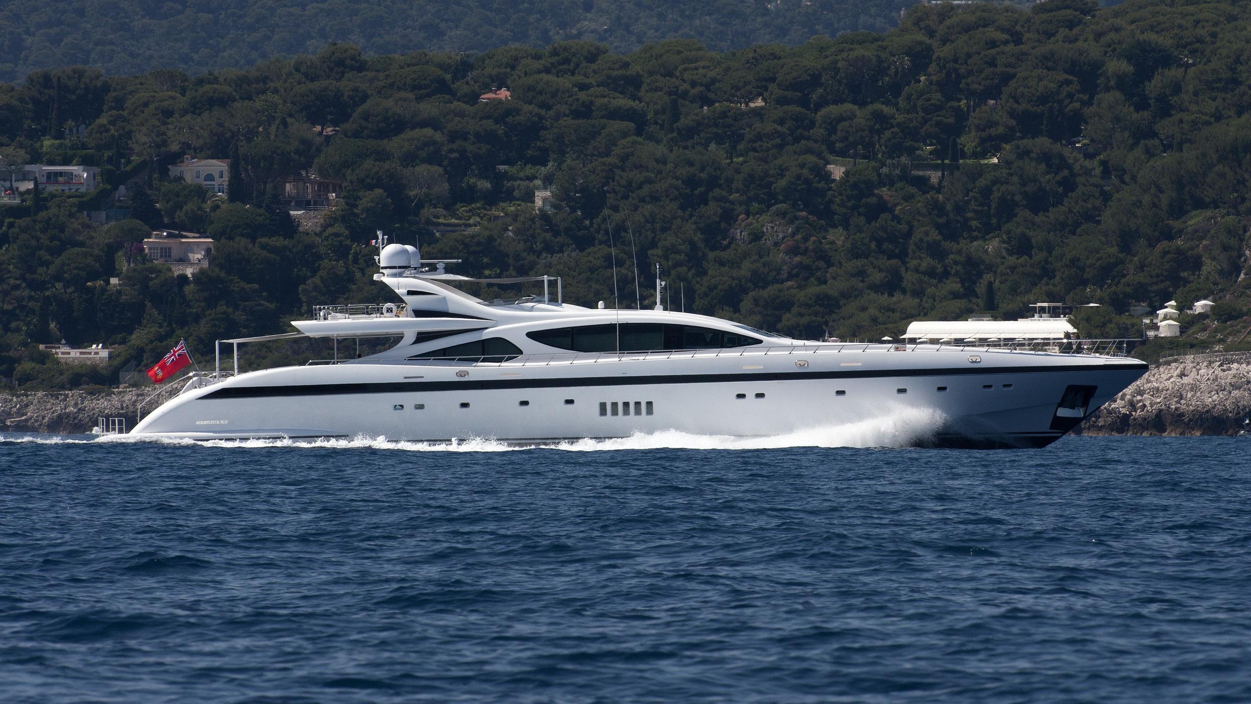 rush-yacht-exterior