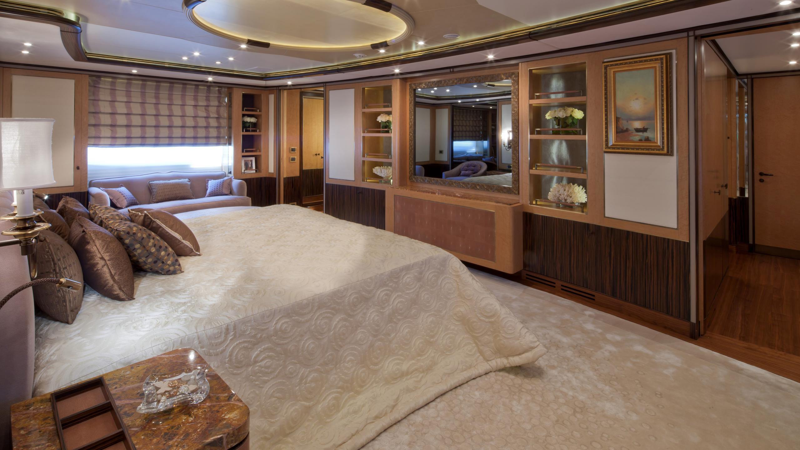 Belle Anna yacht master cabin