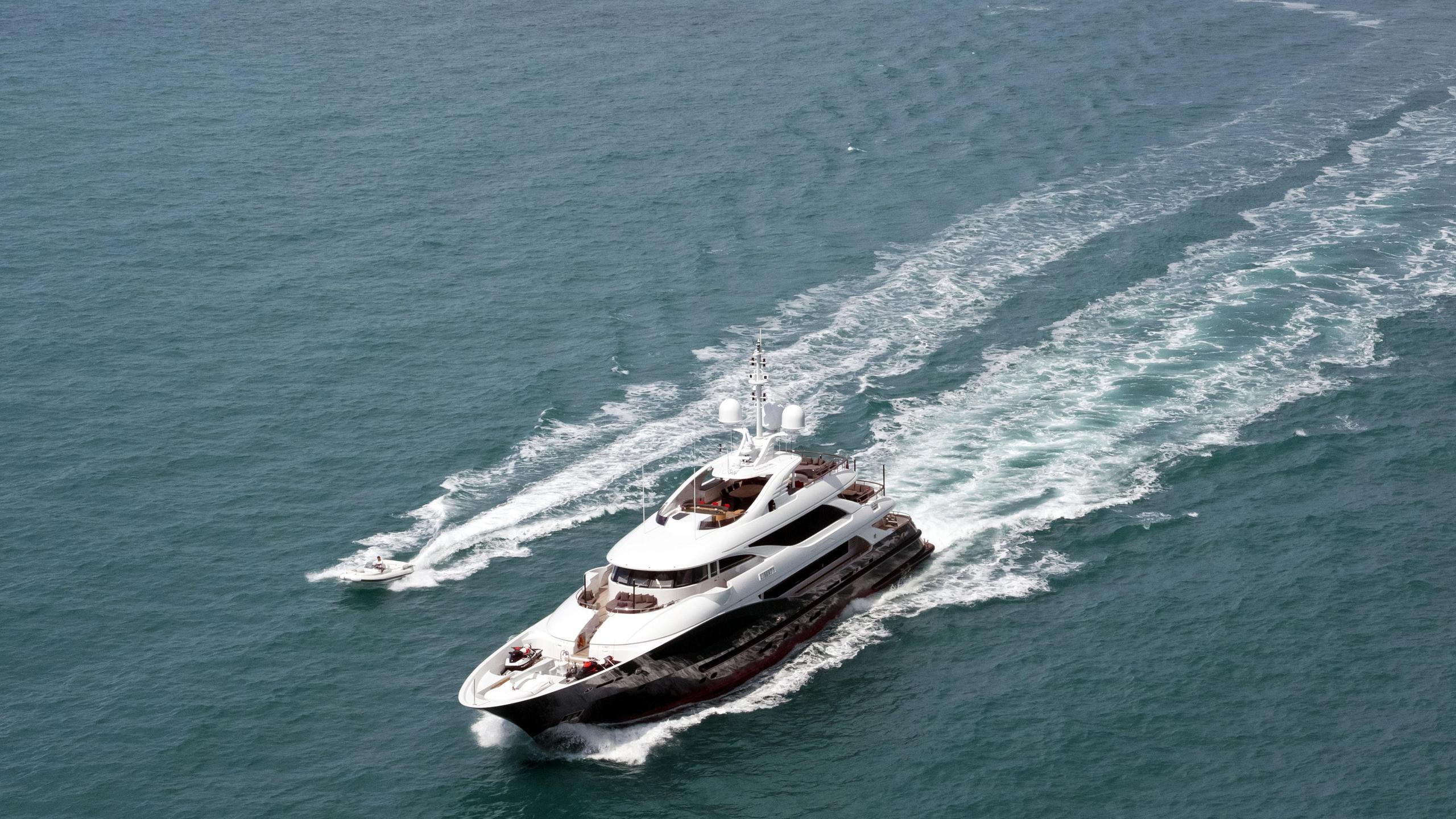 Liberty yacht running aerial