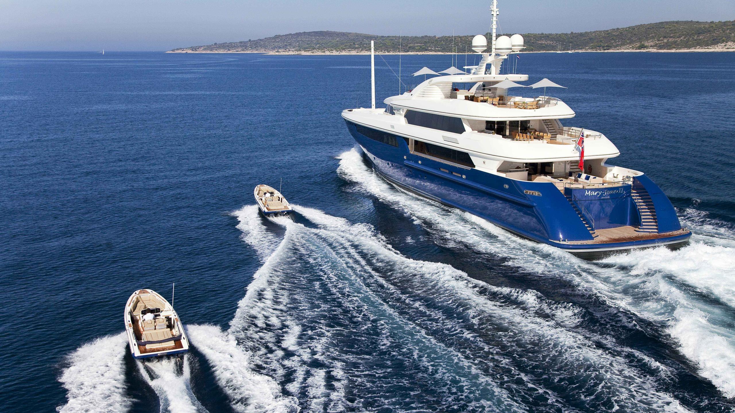Mary Jean II yacht running stern