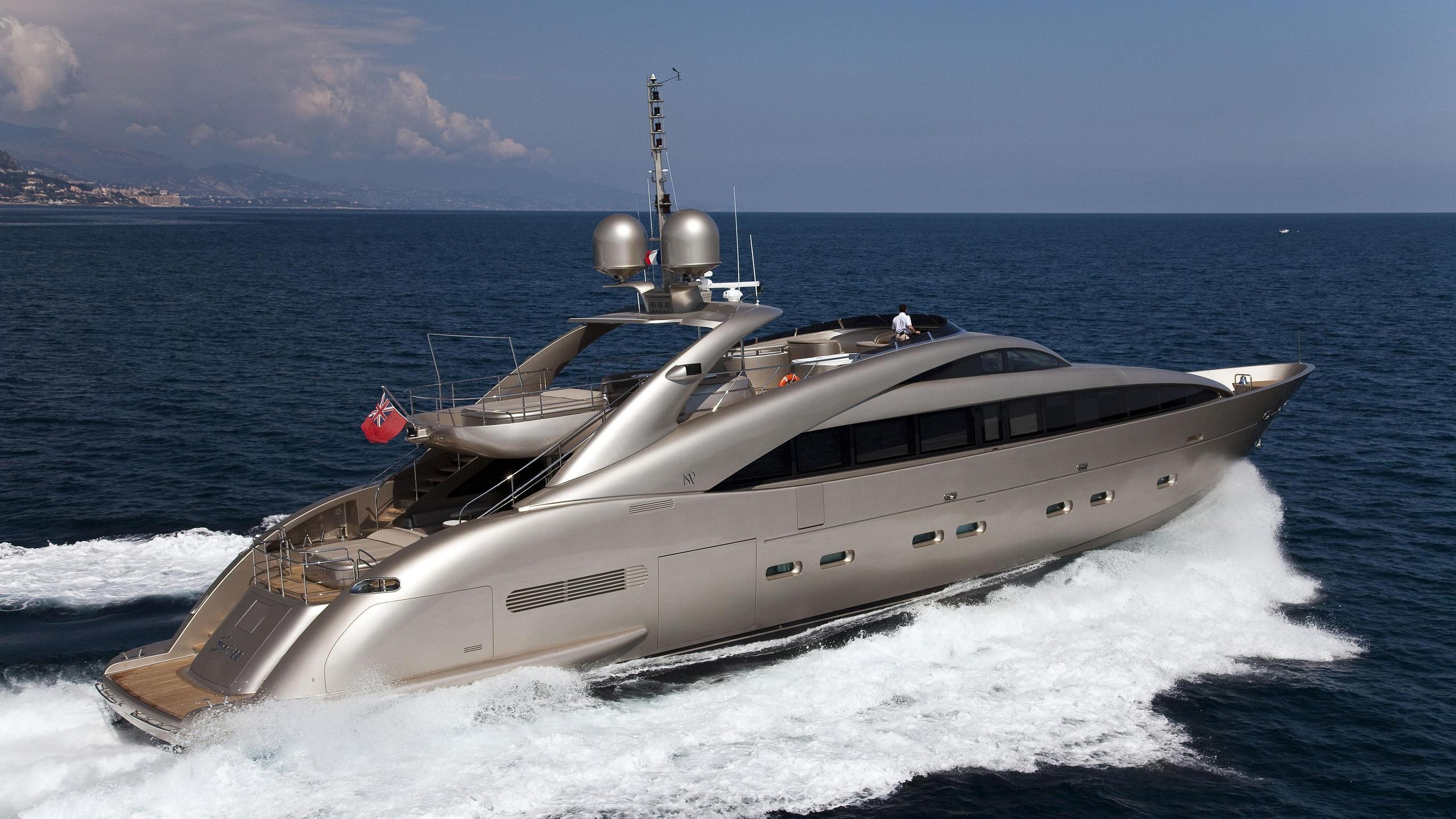 Soiree yacht running stern