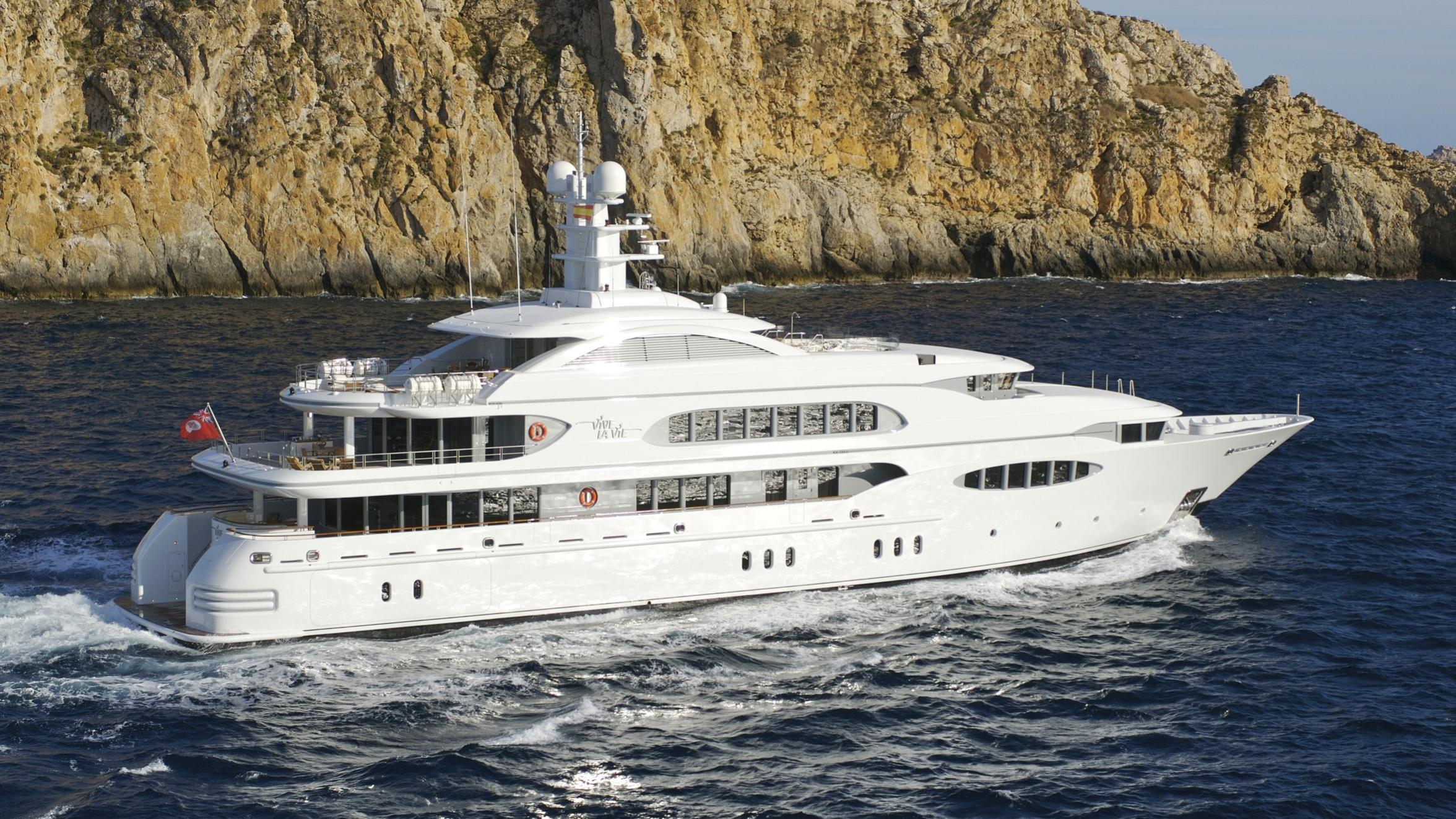 Vive la Vie yacht running