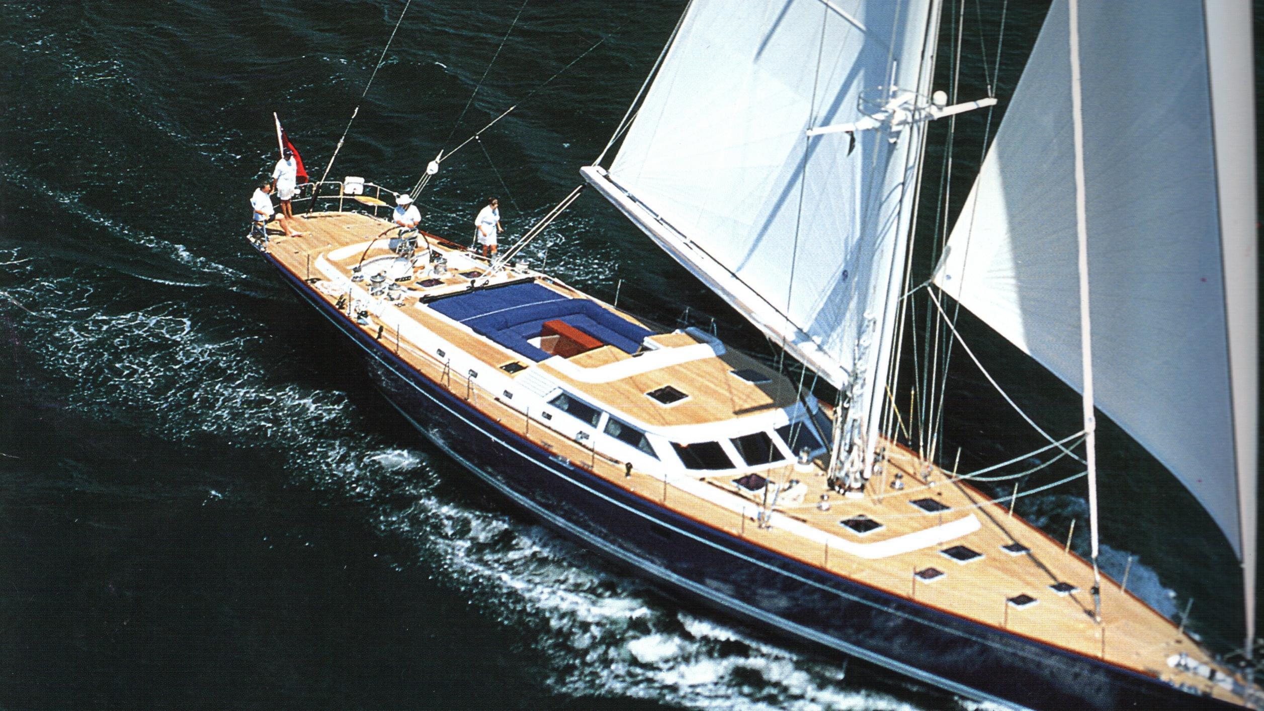 Maya Ray sailing yacht running