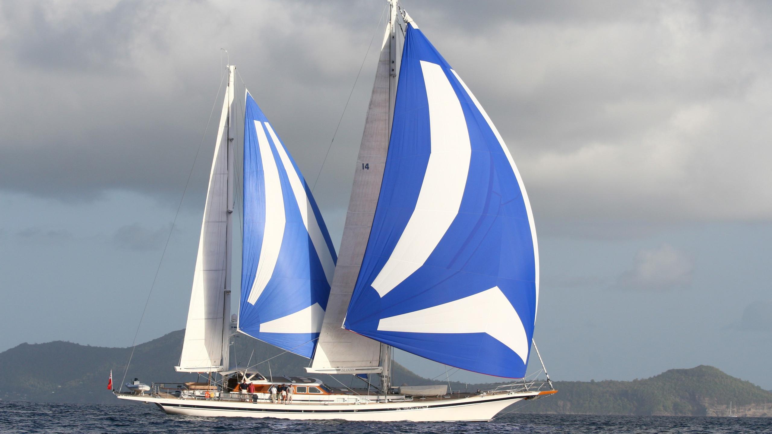 Islandia yacht