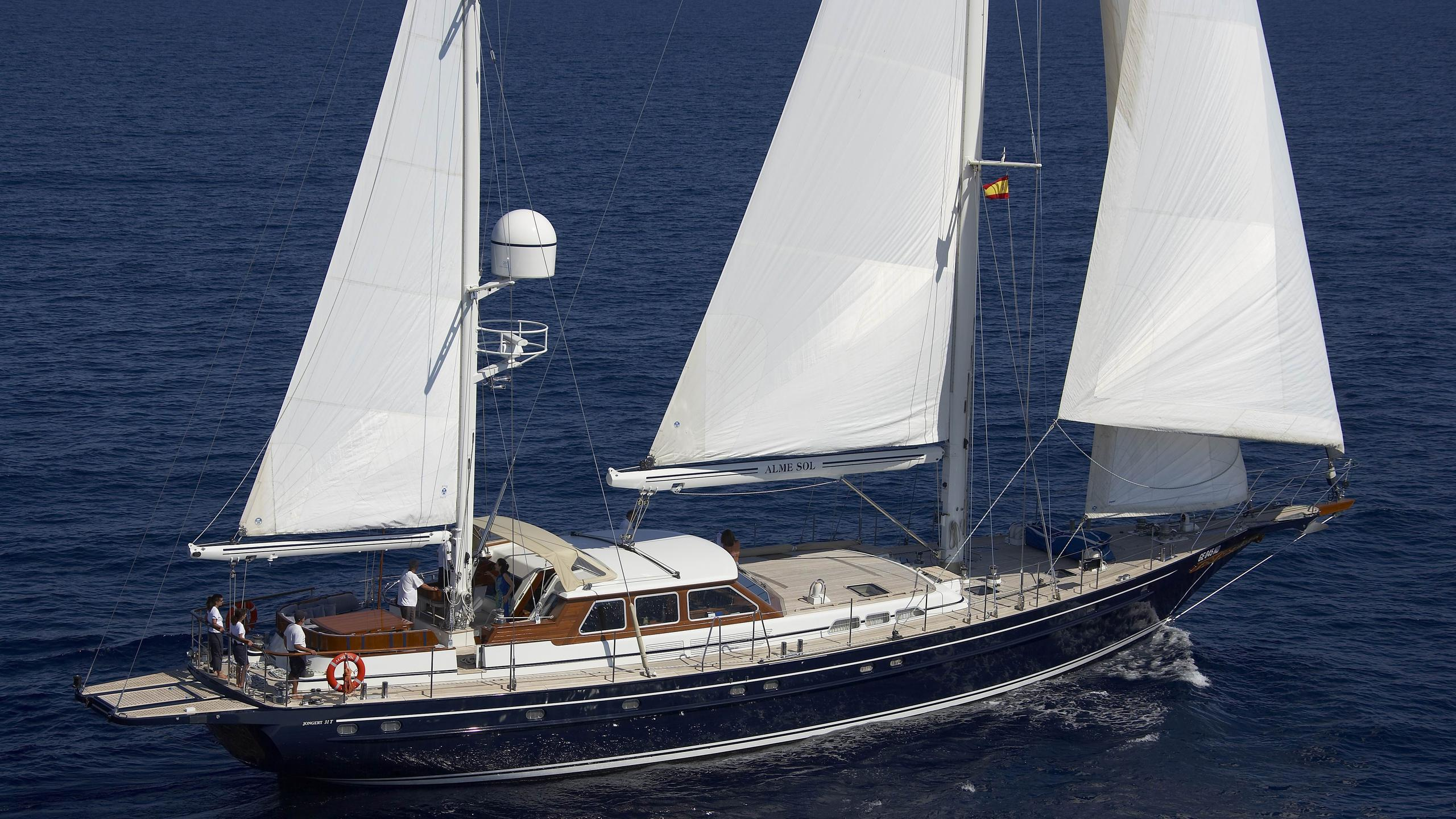 Alme Sol yacht