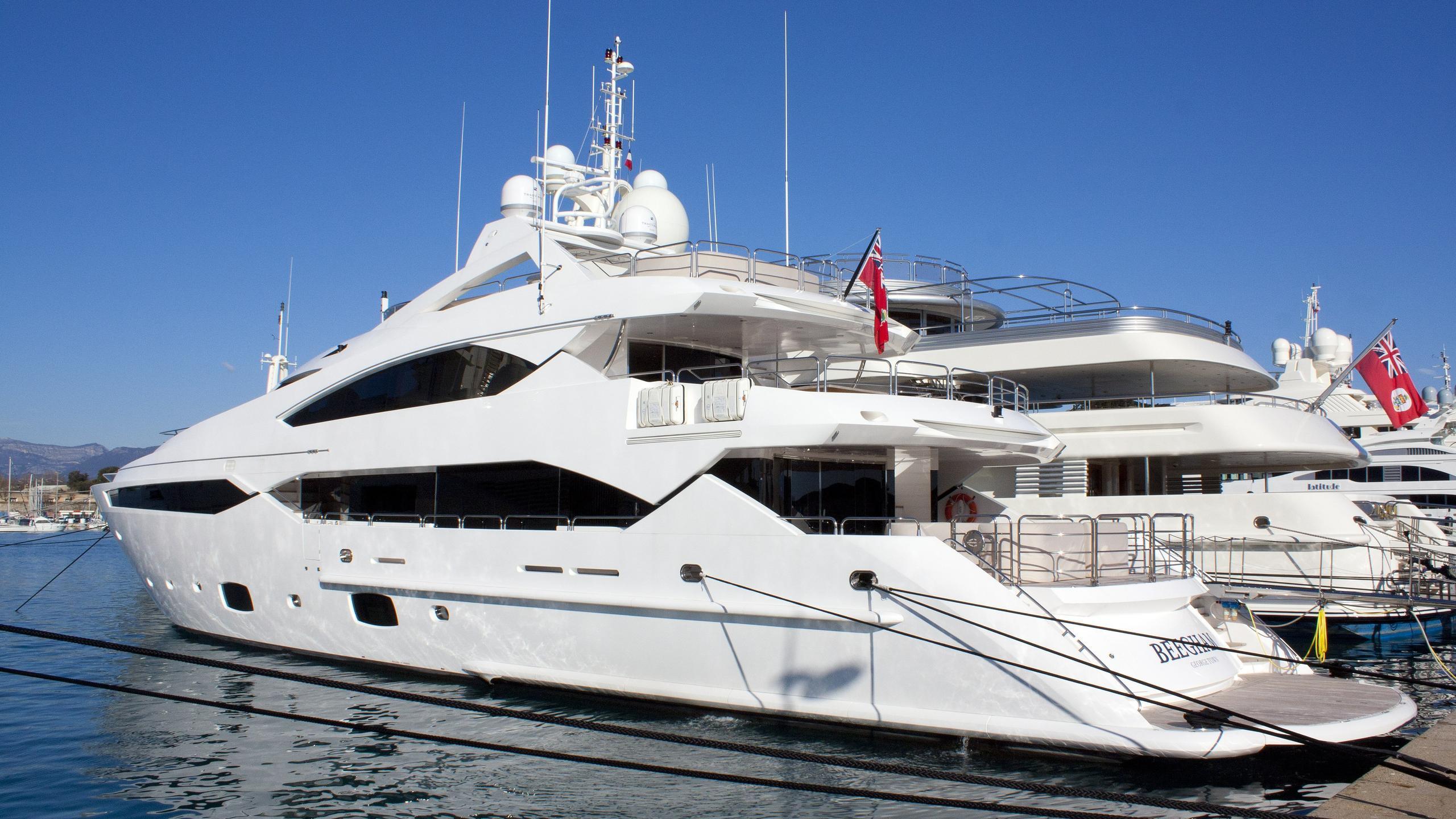 beegham-yacht-exterior