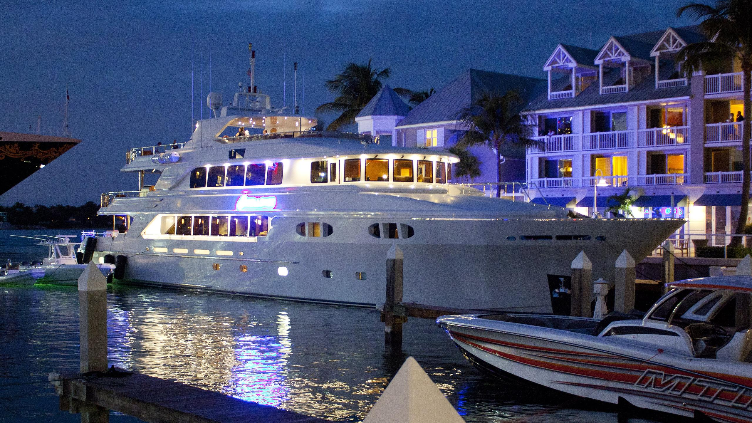 excellence-yacht-exterior