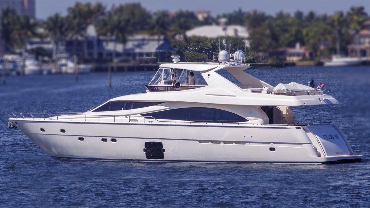 crystal parrot club m motoryacht ferretti 830 26m 2012 profile