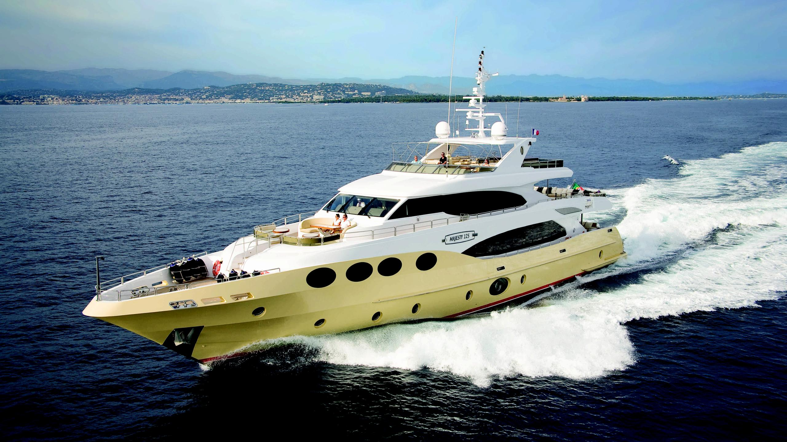 veneta grenadines iii motor yacht gulf craft majesty 125 38m 2010 half profile