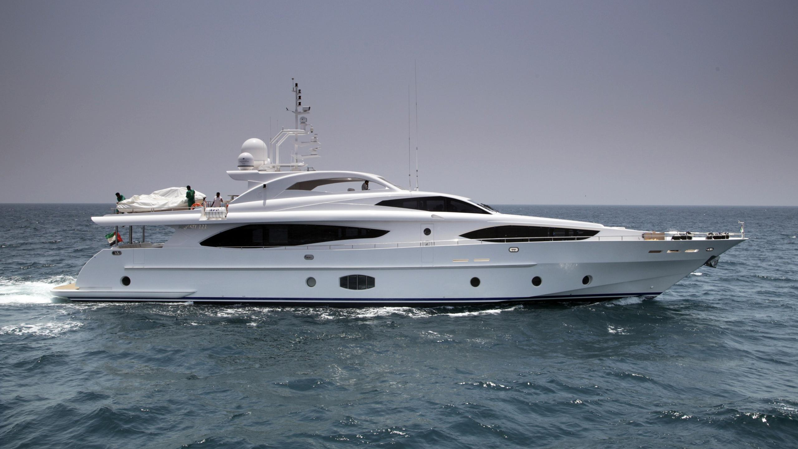 amouj-yacht-exterior