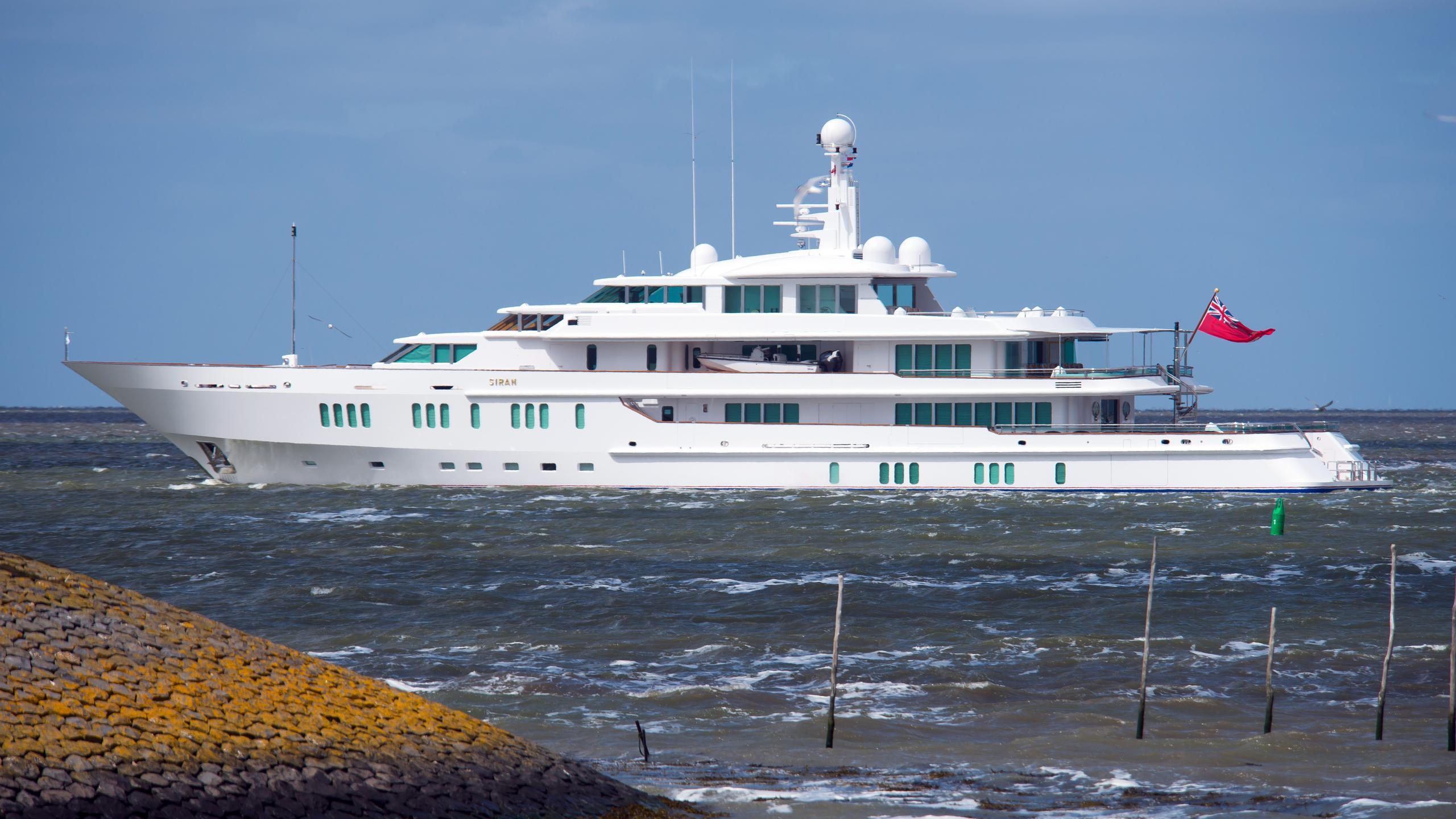 siran-2015-yacht-exterior