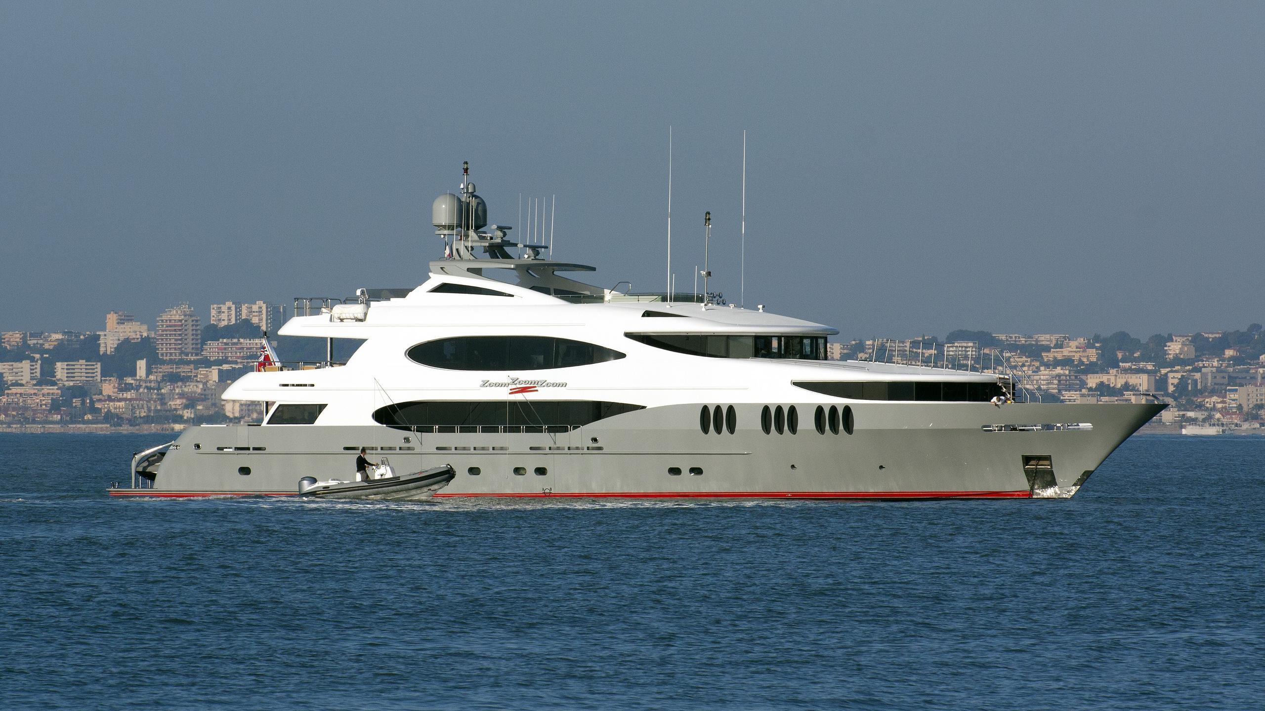 zoom-zoom-zoom-2015-yacht-exterior