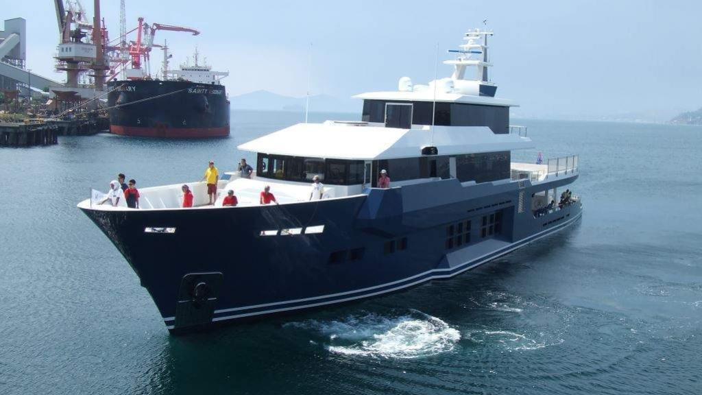 cklass-yacht-exterior-bow