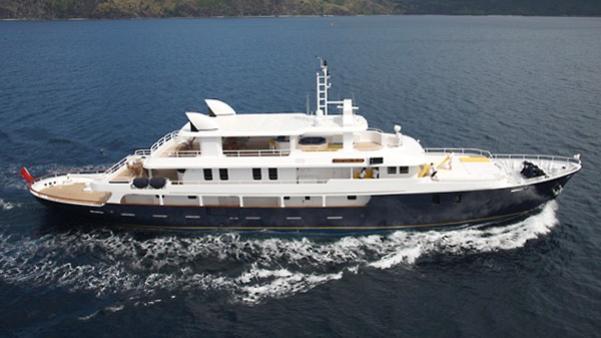 western-isles-yacht-exterior