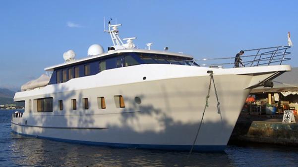 ren-rose-yacht-exterior
