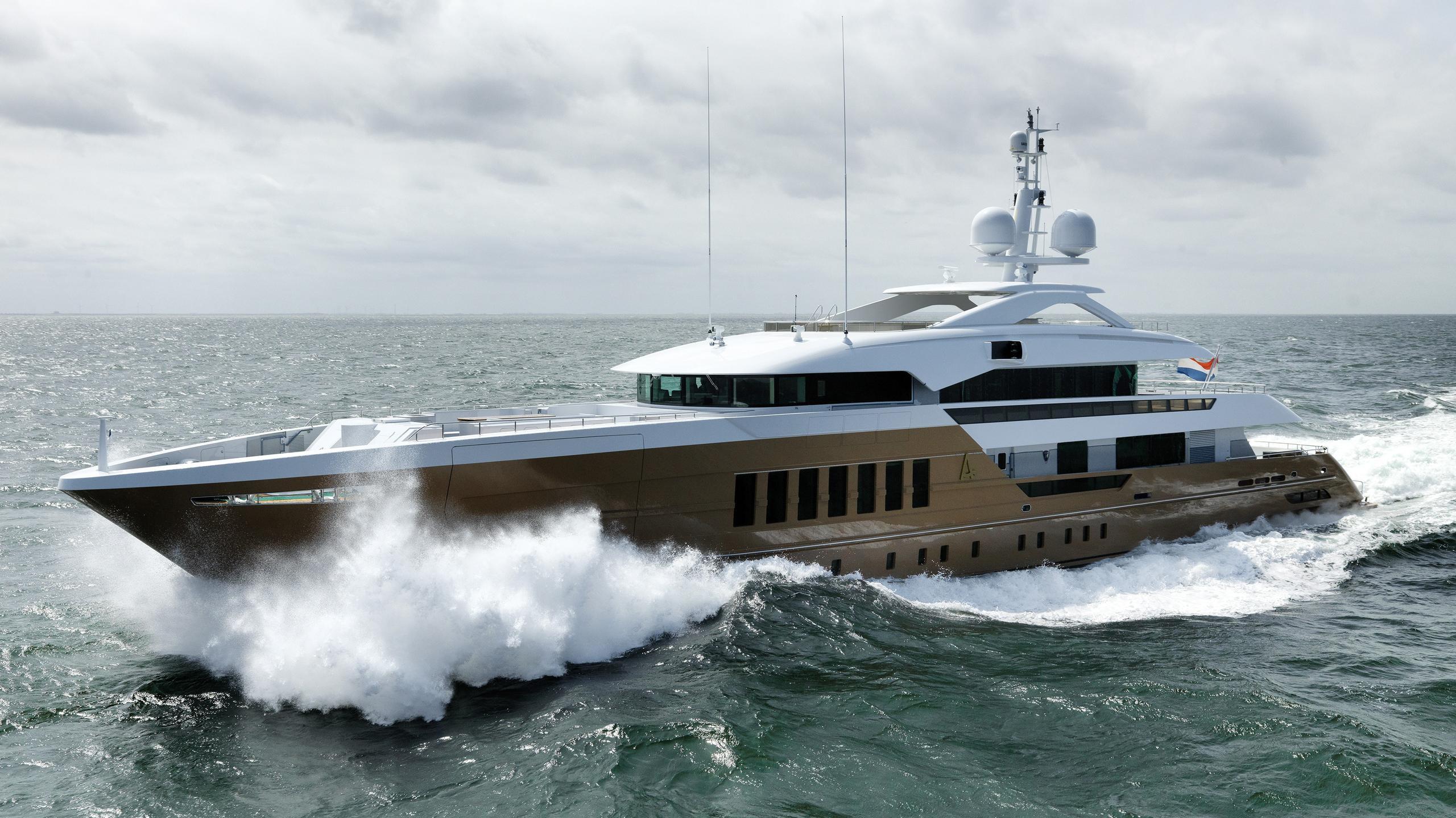 azamanta-yacht-exterior