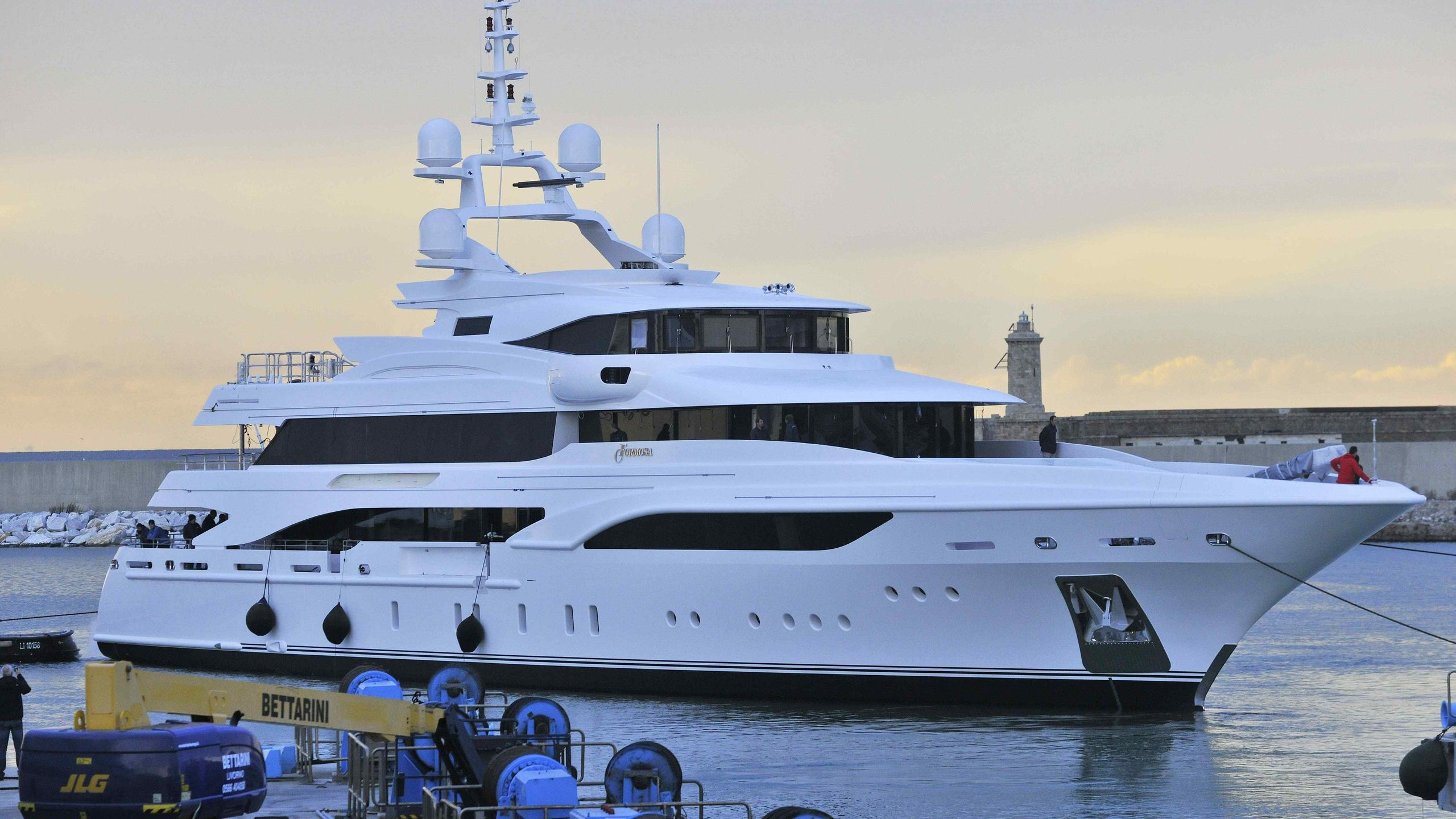 formosa-yacht-exterior